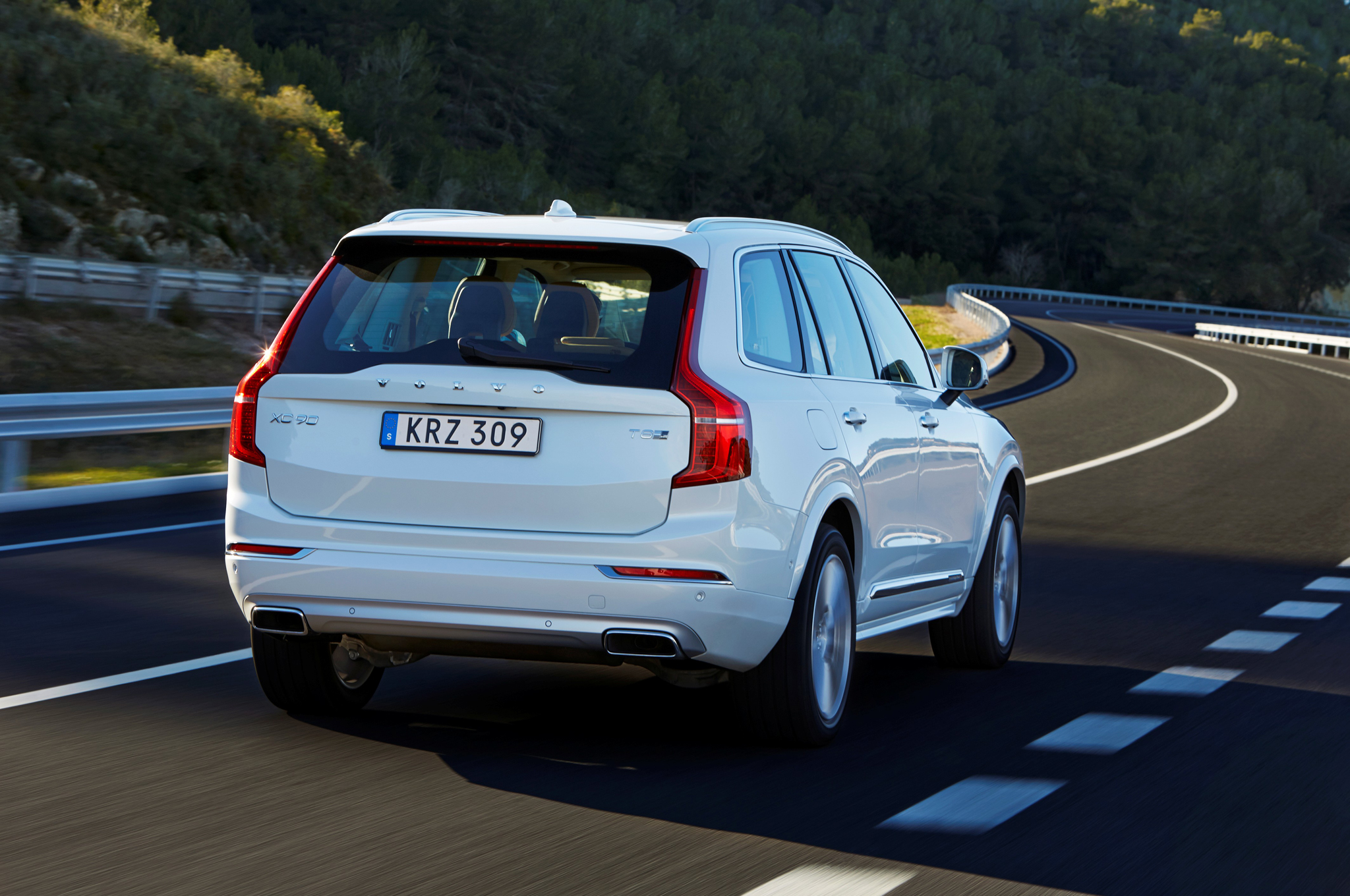2016 Volvo Xc90 T8 Rear View (Photo 15 of 18)