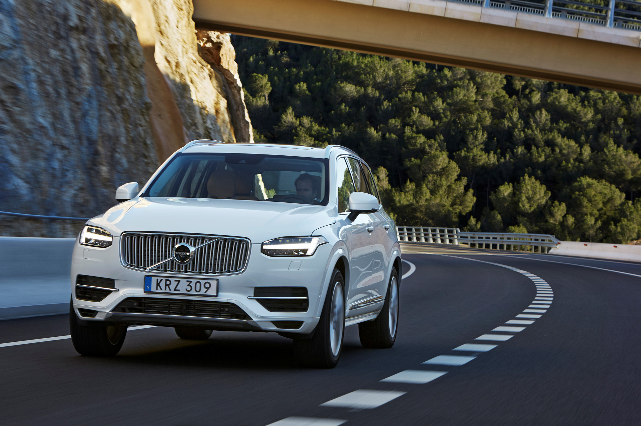 2016 Volvo Xc90 T8 Test Drive Front View (View 10 of 18)