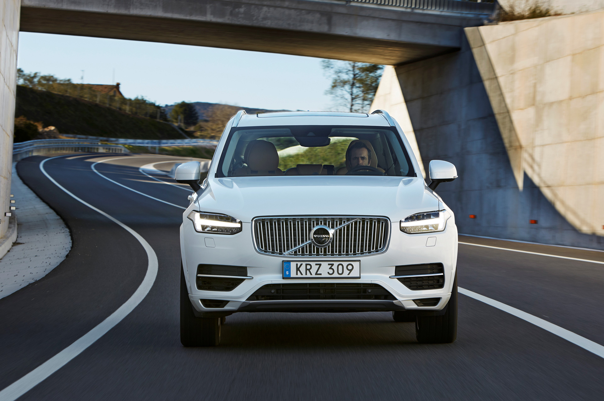 2016 Volvo Xc90 T8 White Exterior Preview (View 11 of 18)