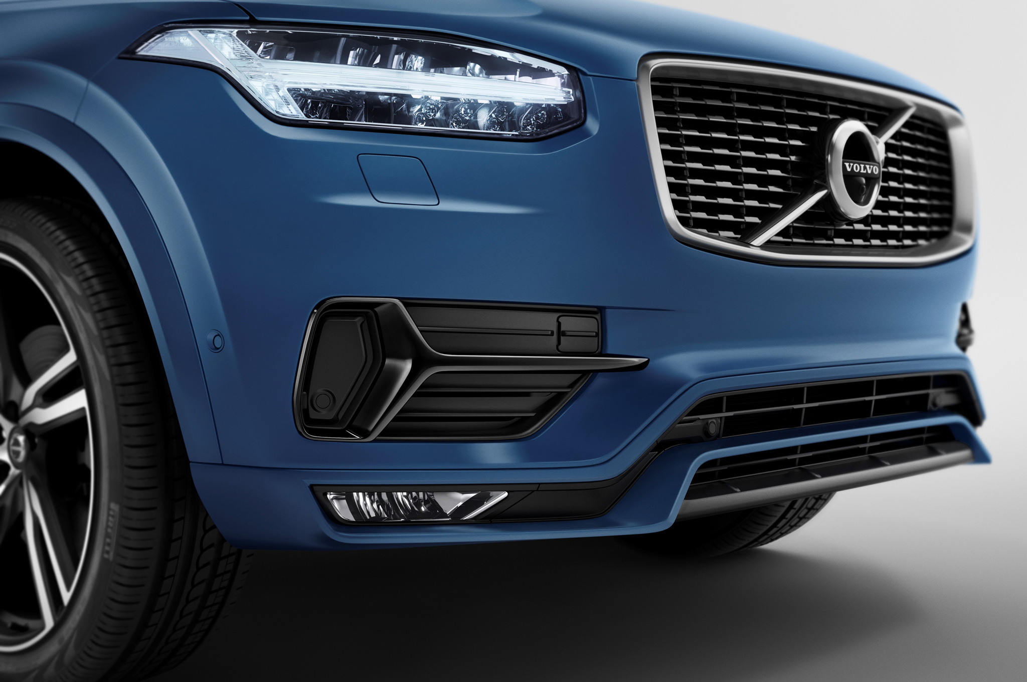2016 Volvo Xc90 R Design Front Bumper And Headlamp (Photo 2 of 18)