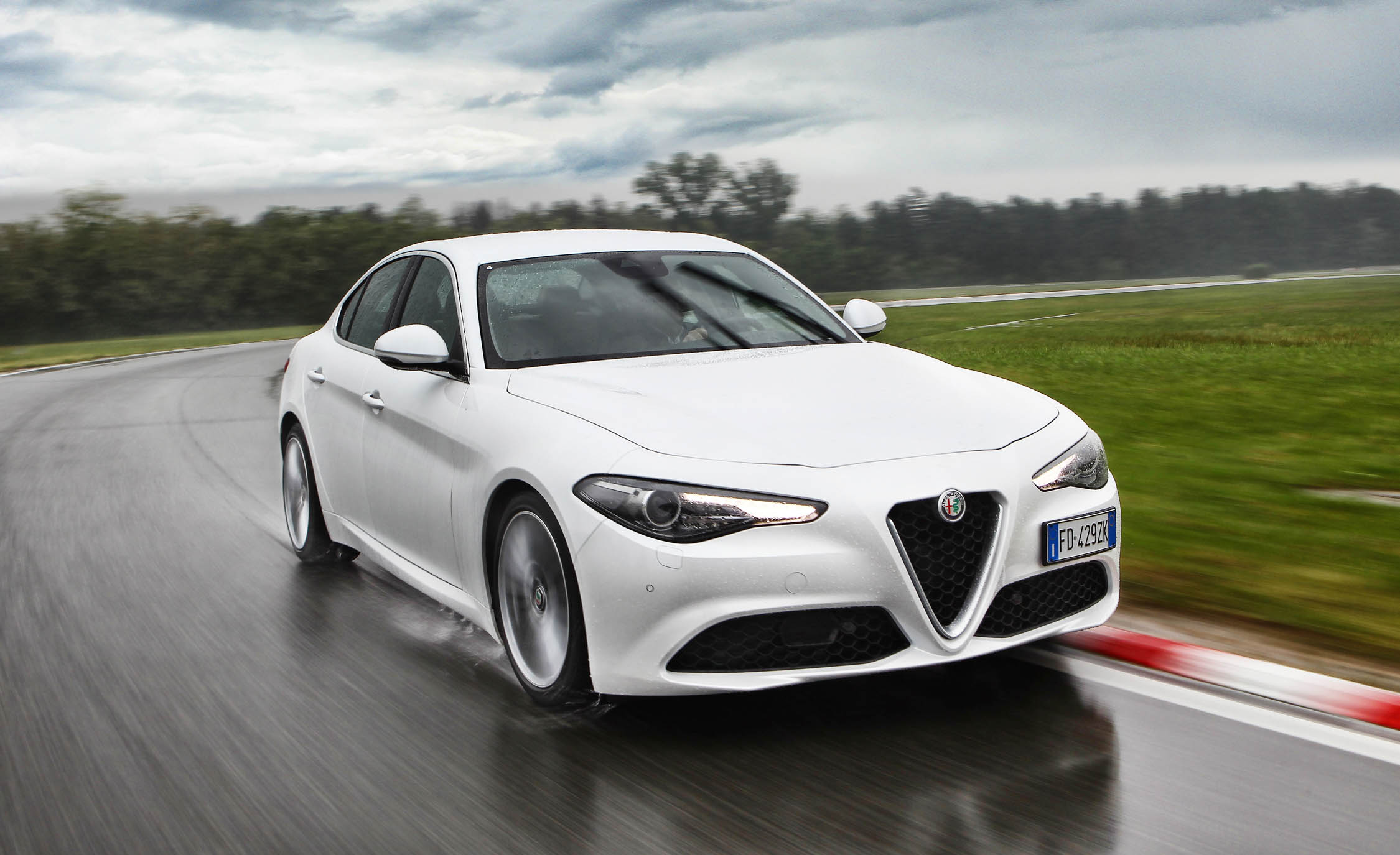 2017 Alfa Romeo Giulia (Photo 8 of 30)