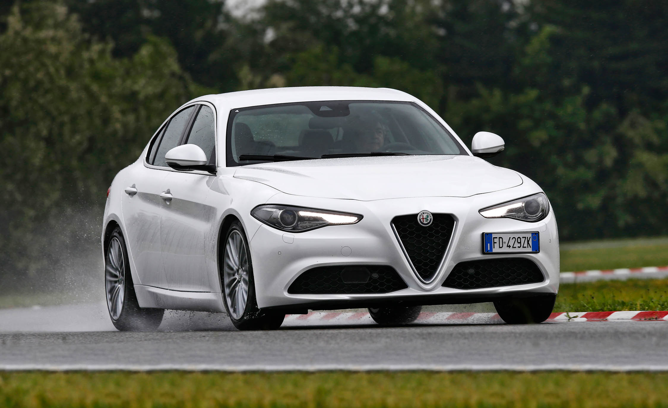2017 Alfa Romeo Giulia (Photo 13 of 30)