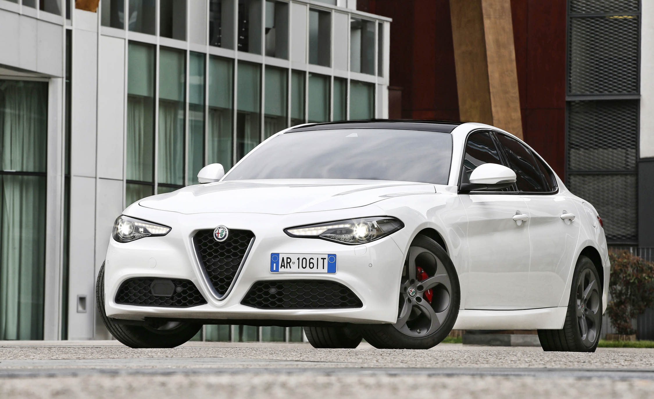 2017 Alfa Romeo Giulia (Photo 14 of 30)