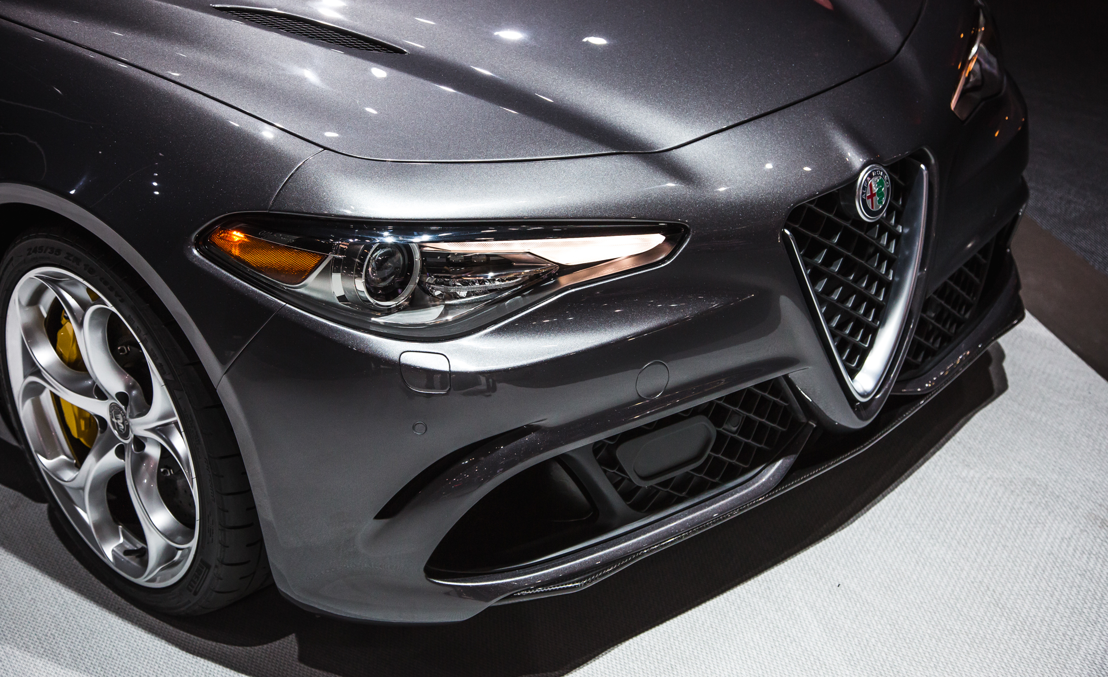 2017 Alfa Romeo Giulia Quadrifoglio Headlamp (Photo 23 of 29)