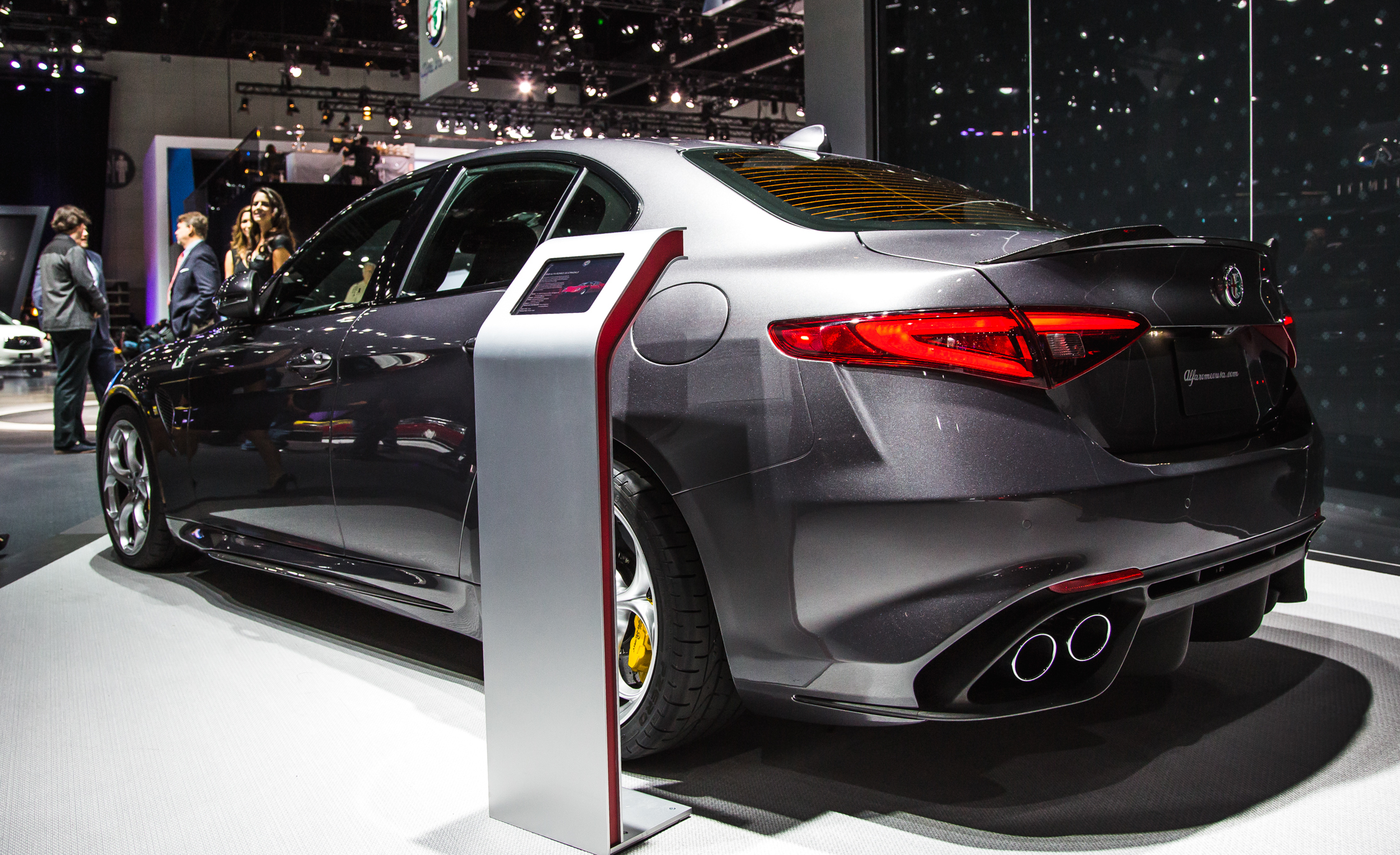 2017 Alfa Romeo Giulia Quadrifoglio Rear Side Design (Photo 26 of 29)