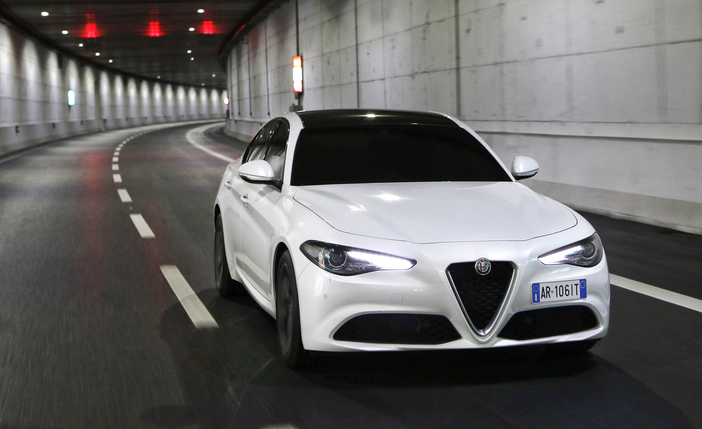 2017 Alfa Romeo Giulia (Photo 18 of 30)