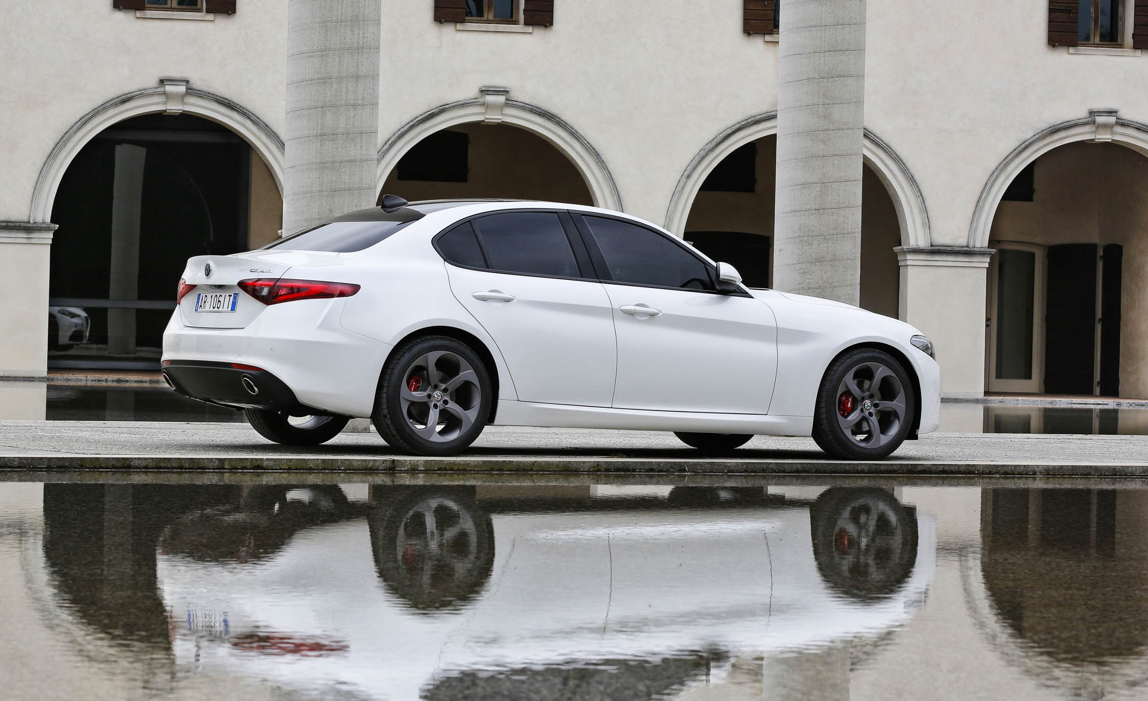 2017 Alfa Romeo Giulia (Photo 22 of 30)