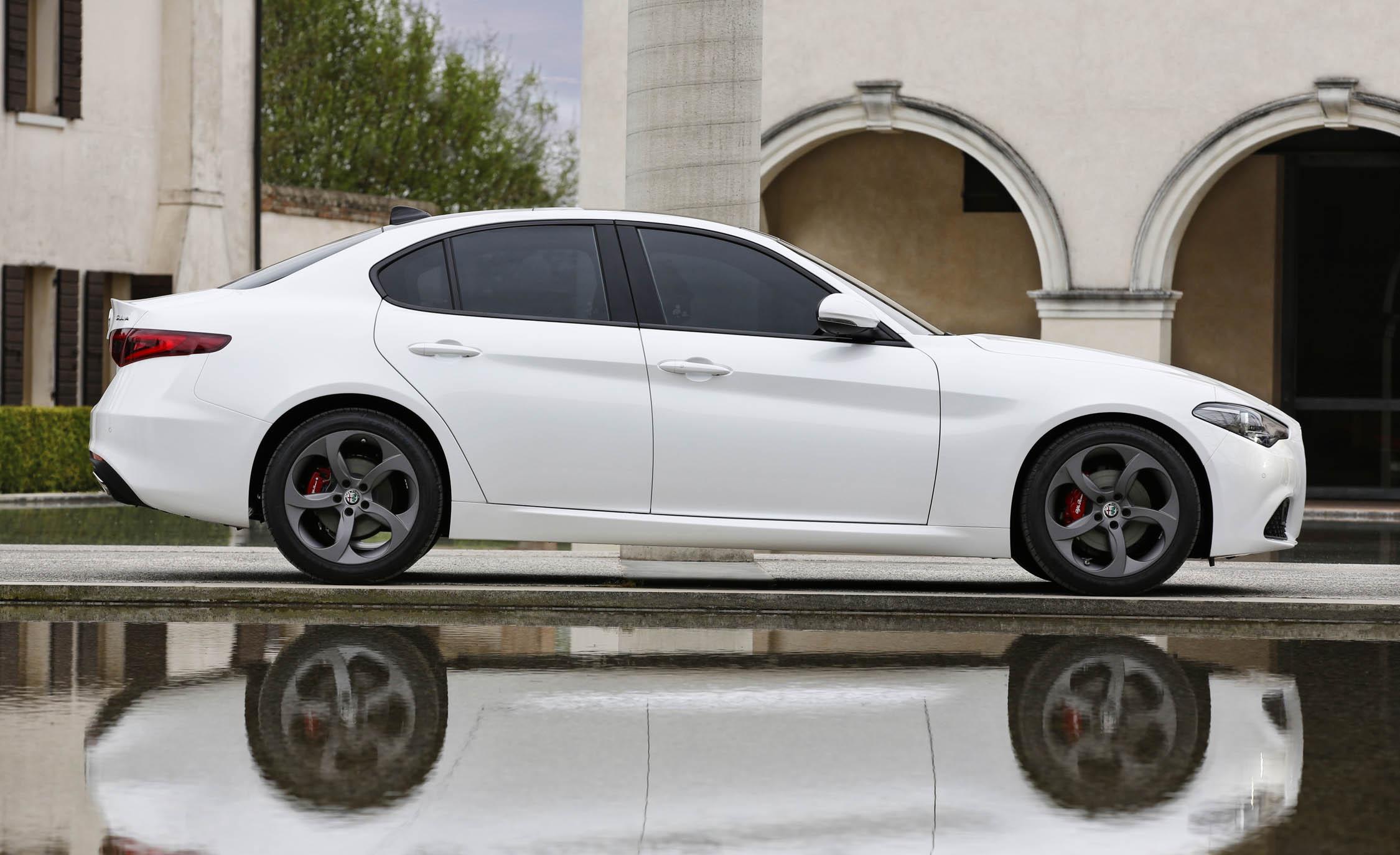 2017 Alfa Romeo Giulia (View 23 of 30)