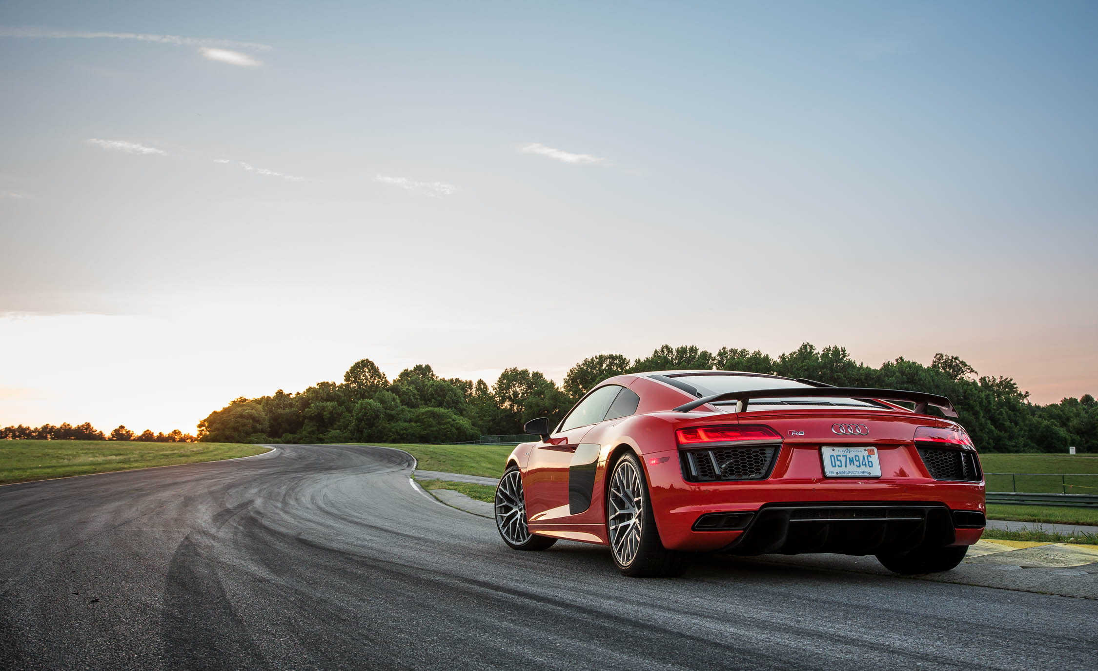 2017 Audi R8 V 10 Plus (Photo 7 of 19)