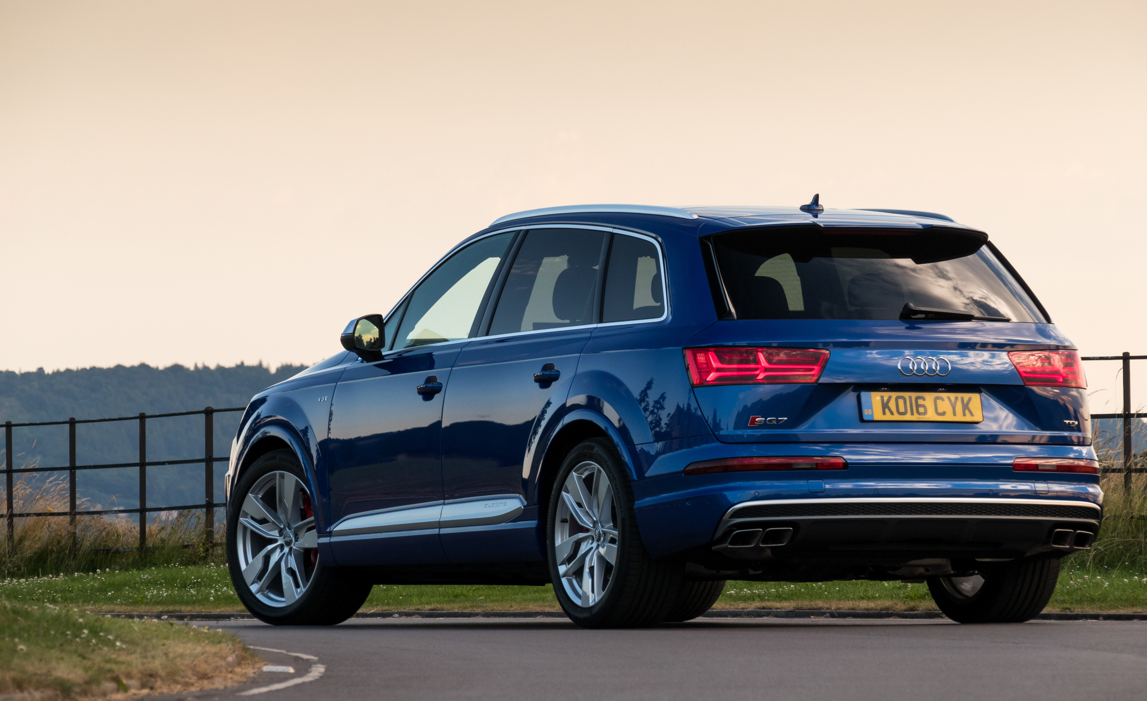 2017 Audi Sq7 Exterior Rear And Side (Photo 6 of 15)
