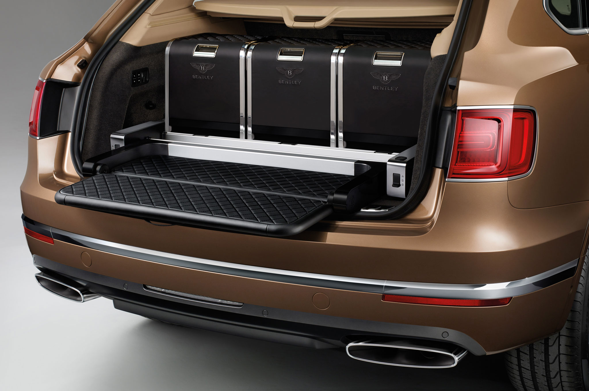 2017 Bentley Bentayga Trunk Space (Photo 16 of 16)