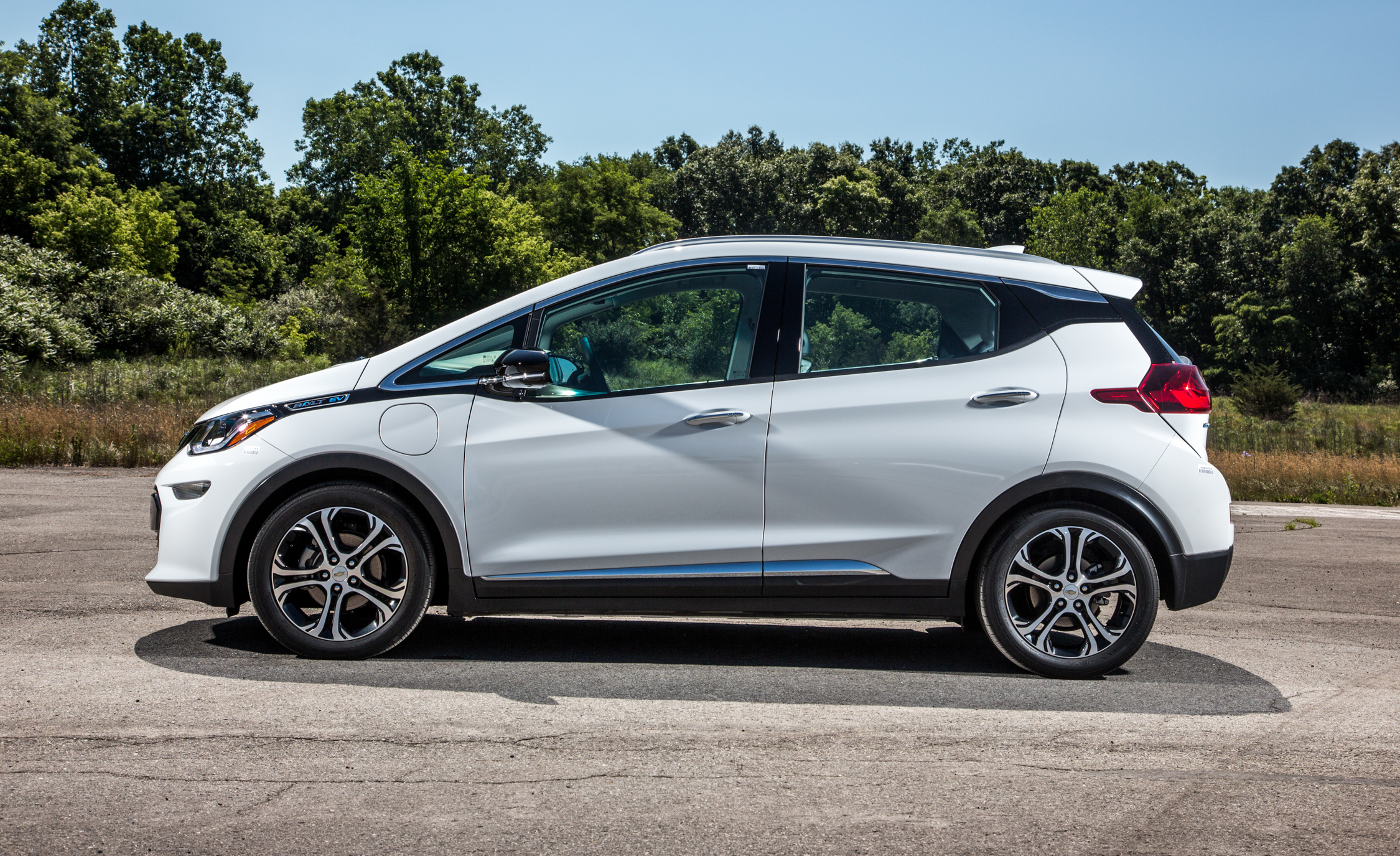 2017 Chevrolet Bolt Ev Exterior Side (View 10 of 12)