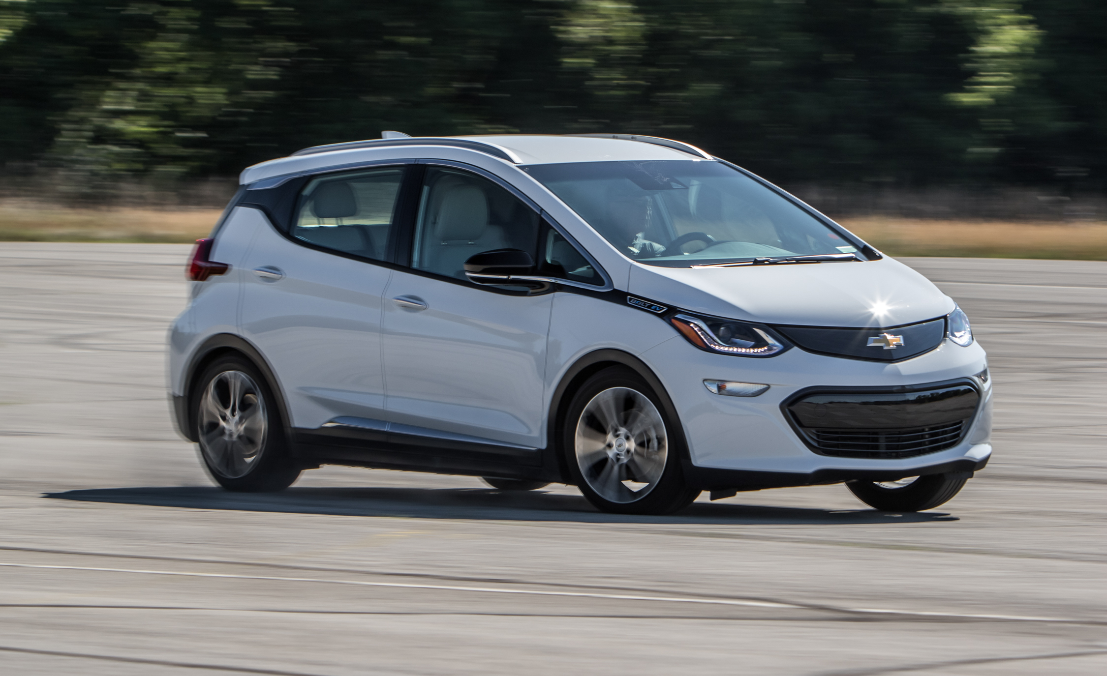 2017 Chevrolet Bolt Ev Test Drive (Photo 11 of 12)