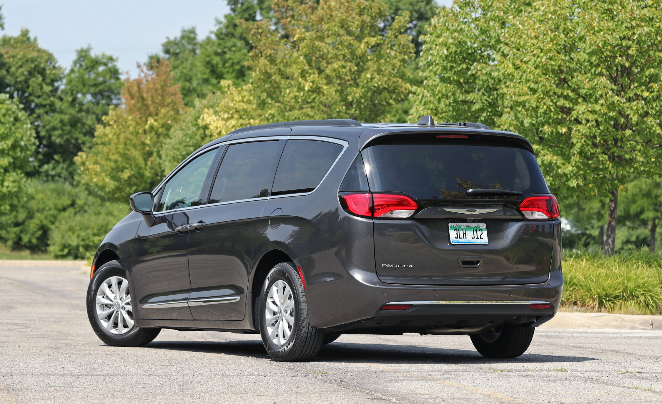 2017 Chrysler Pacifica Exterior Rear (View 24 of 25)
