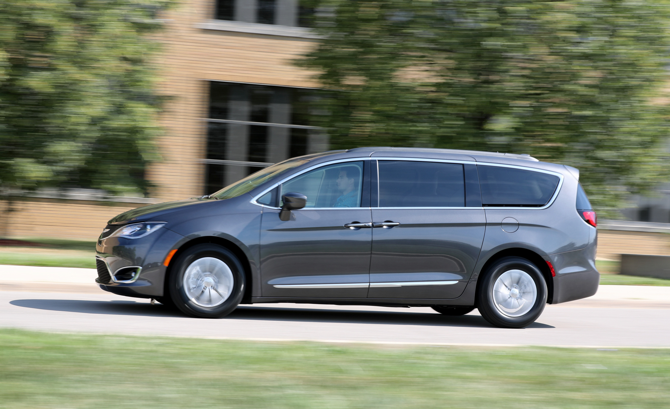 2017 Chrysler Pacifica Test Drive Front Side View (View 25 of 25)