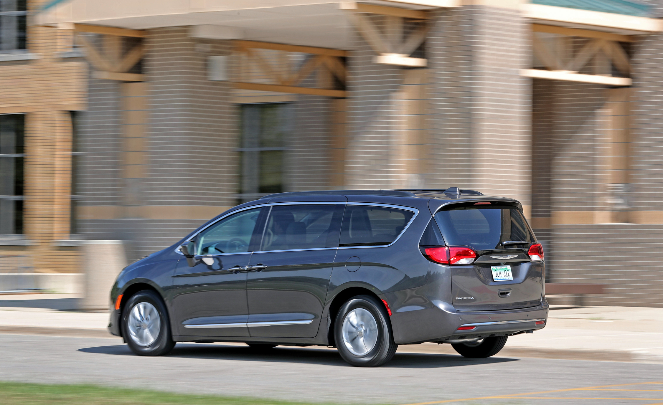 2017 Chrysler Pacifica Test Drive Rear Side View (Photo 6 of 25)