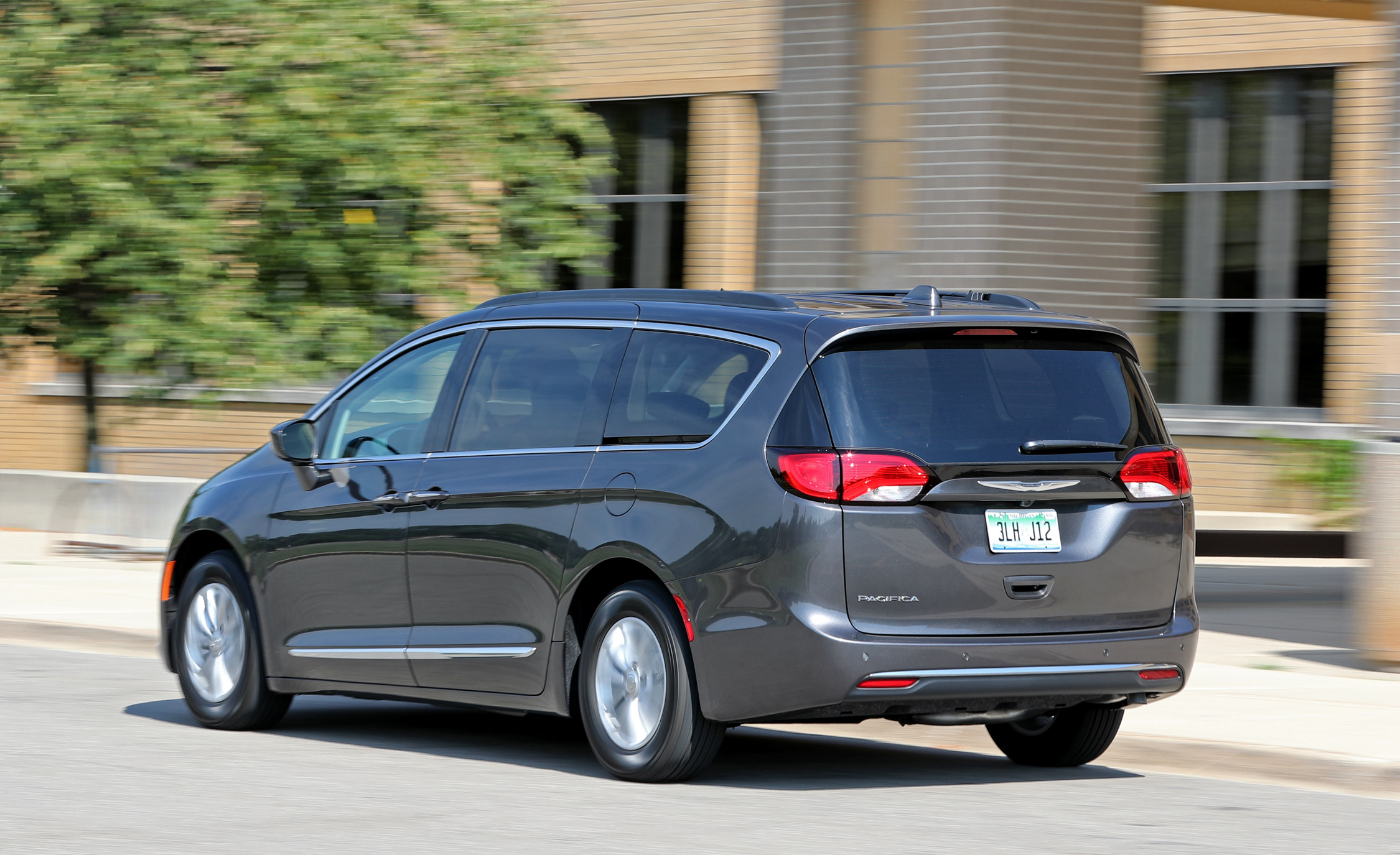 2017 Chrysler Pacifica Test Drive Rear View (Photo 7 of 25)