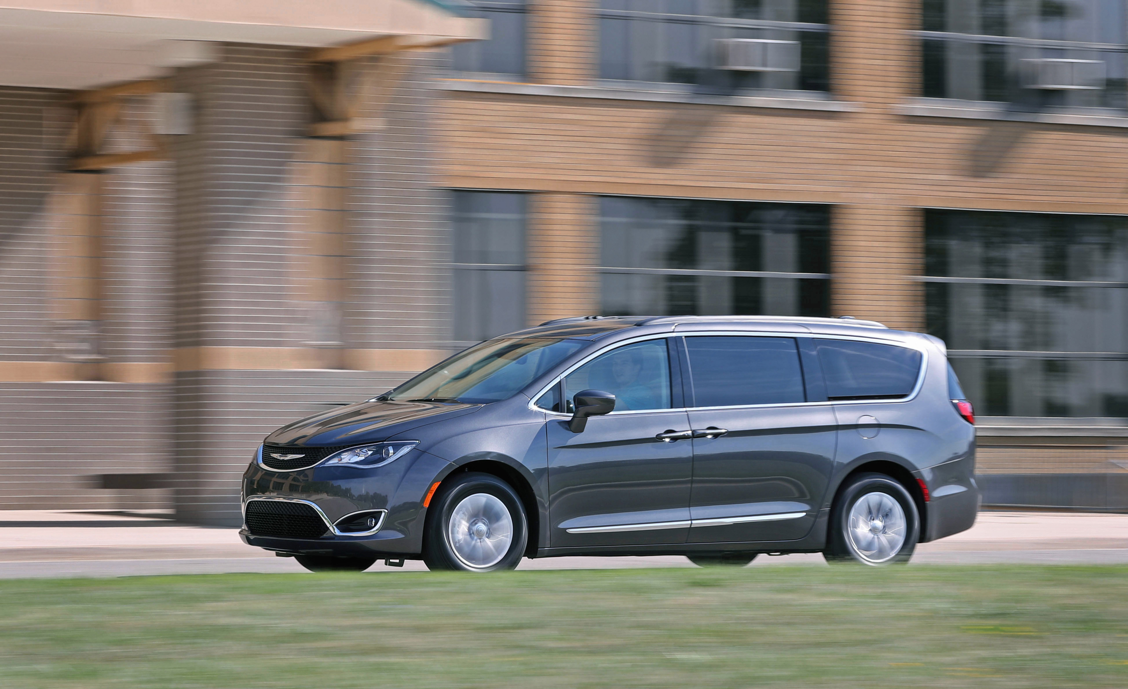 2017 Chrysler Pacifica Test Drive Side View (Photo 8 of 25)