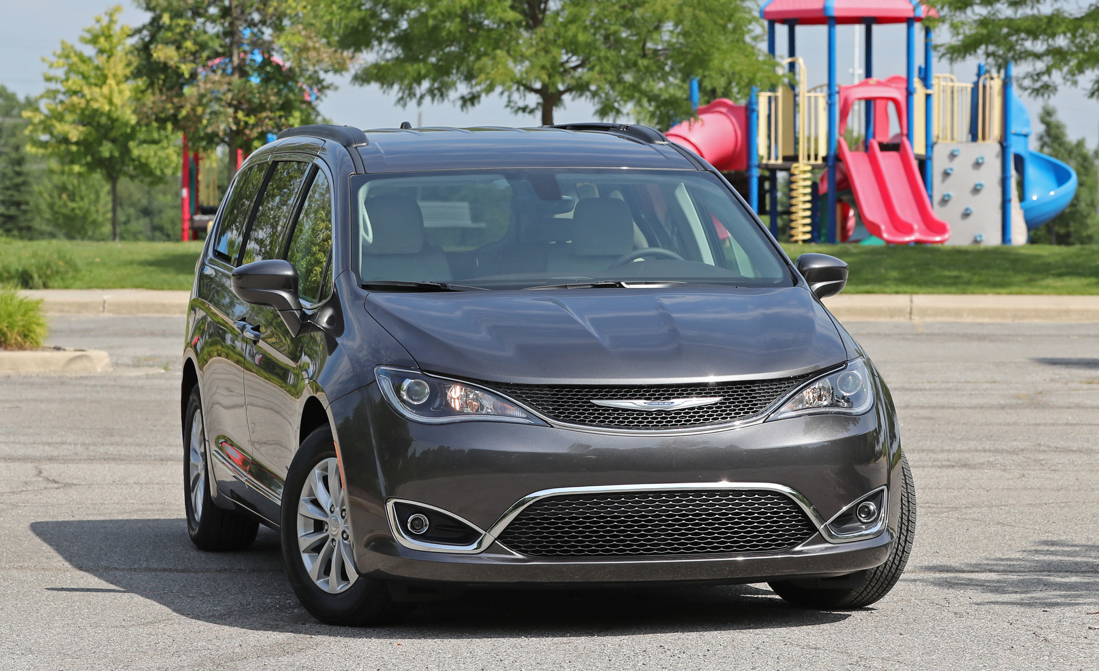 2017 Chrysler Pacifica Touring L Exterior Front End (View 14 of 25)