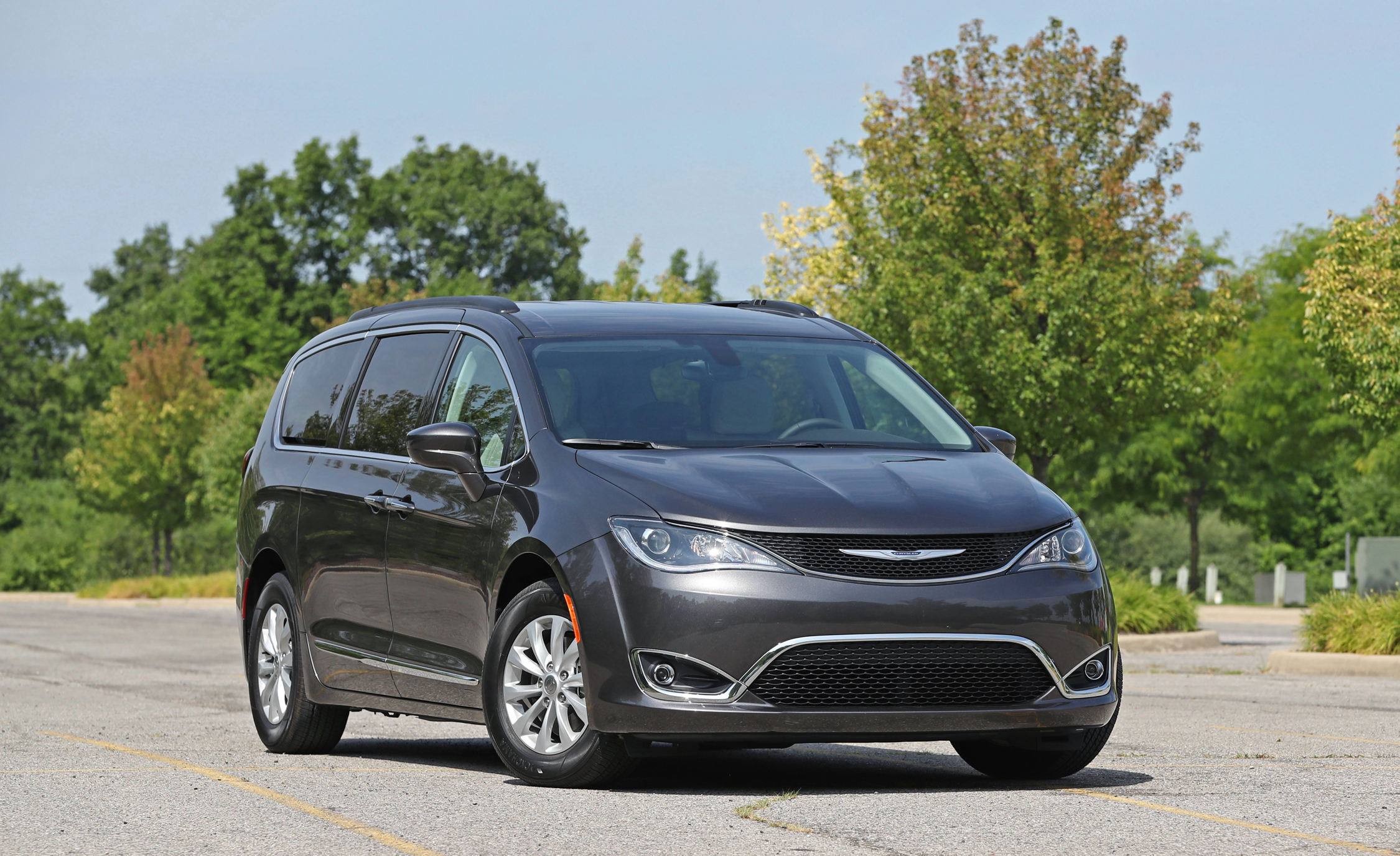 2017 Chrysler Pacifica Pictures Gallery (25 Images)