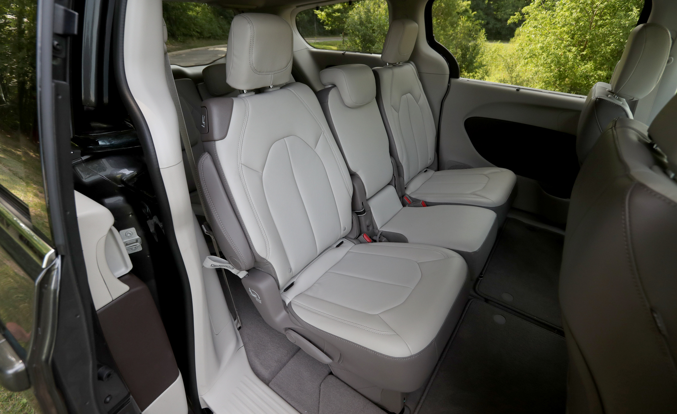 2017 Chrysler Pacifica Touring L Interior Seats 2nd Row (View 12 of 25)