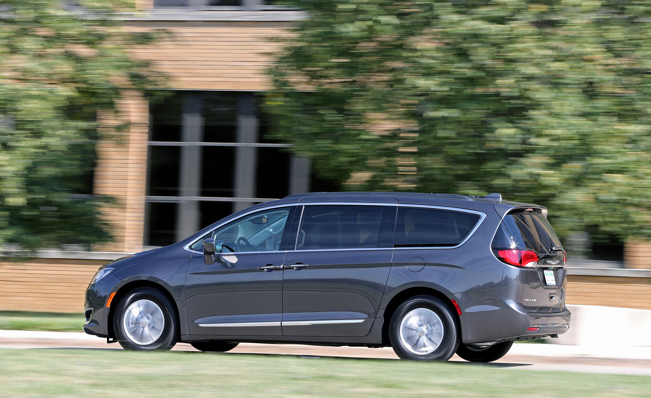 2017 Chrysler Pacifica Touring L Test Drive Preview (Photo 22 of 25)
