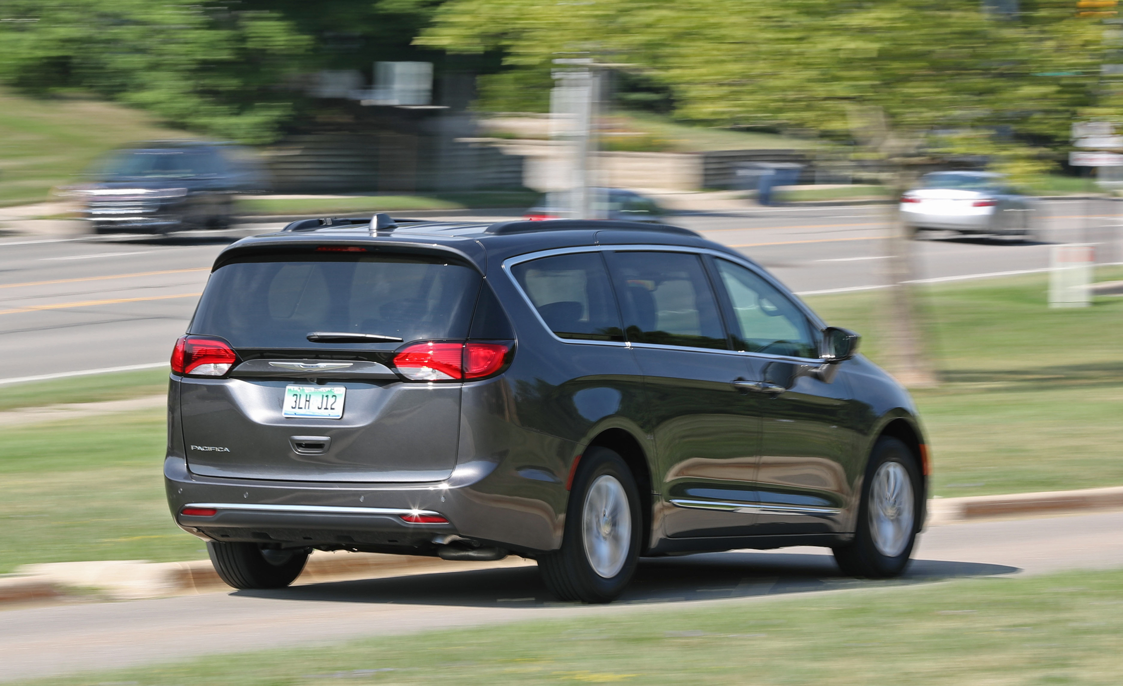 2017 Chrysler Pacifica Touring L Test Drive Rear View (View 6 of 25)