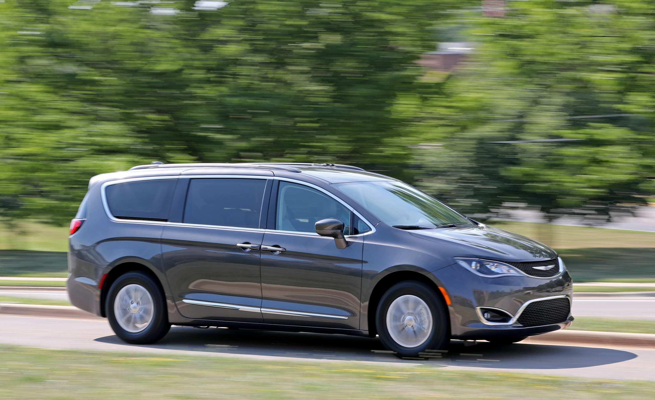 2017 Chrysler Pacifica Touring L (View 4 of 25)