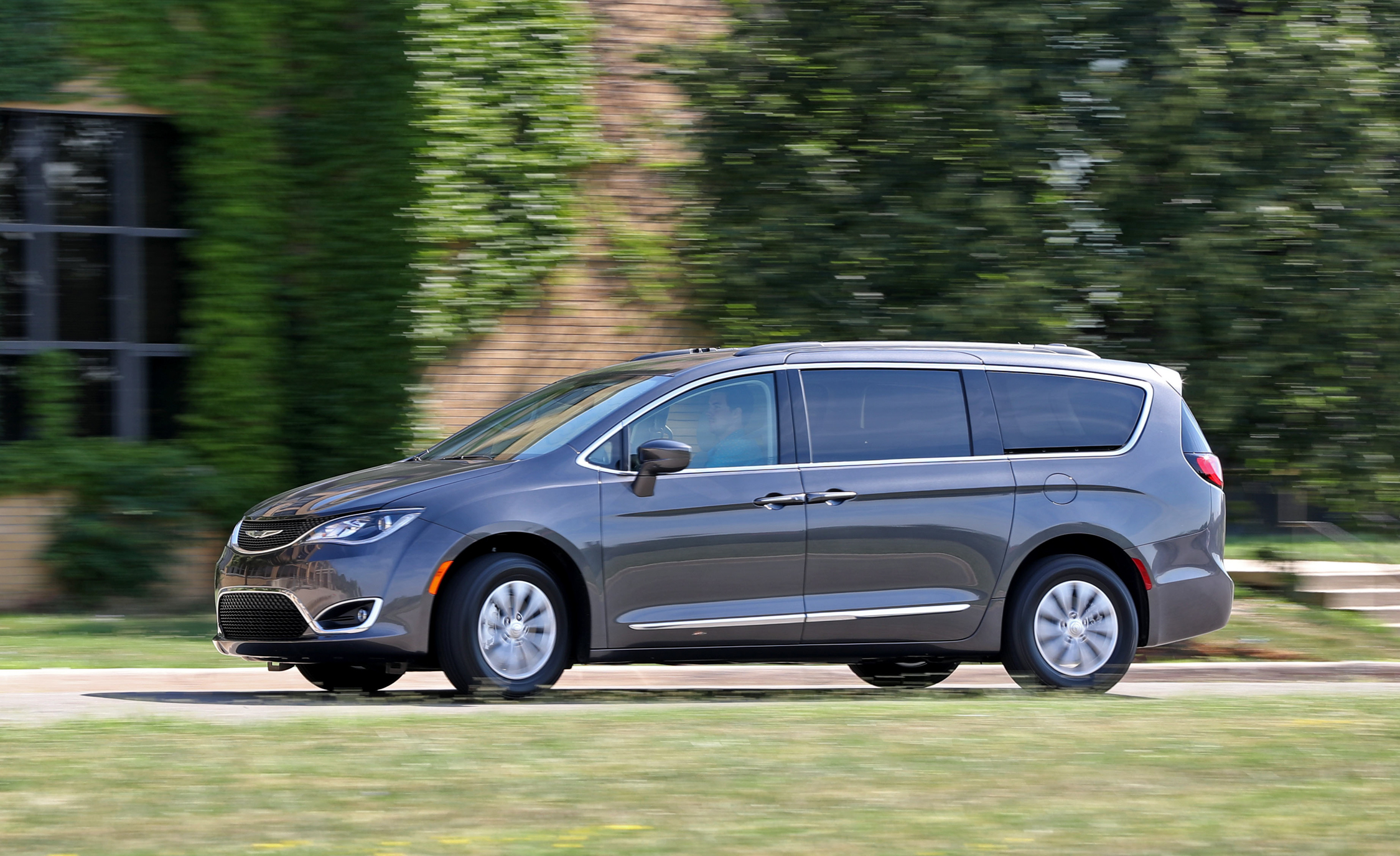 2017 Chrysler Pacifica (View 1 of 25)