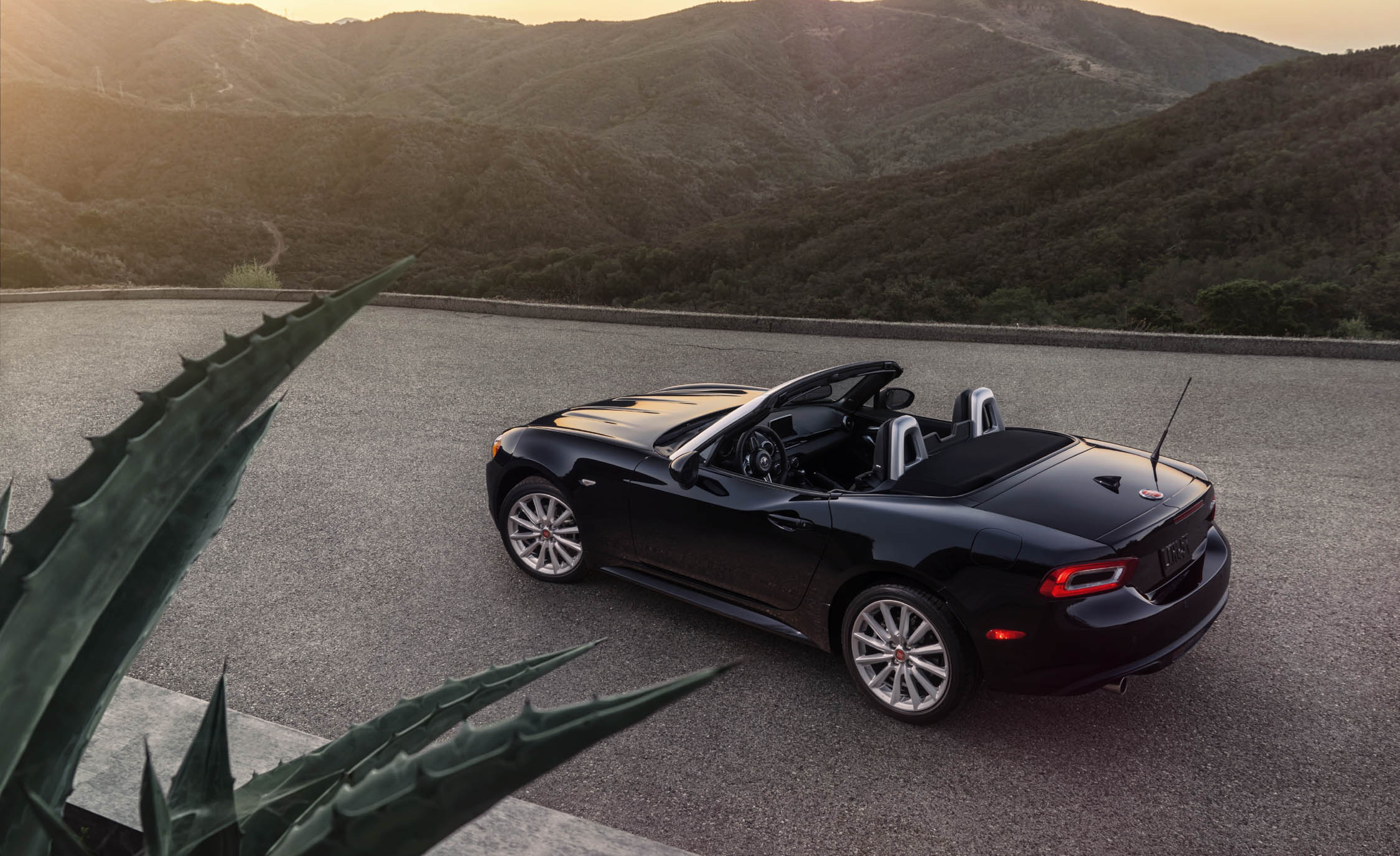 2017 Fiat 124 Spider Convertible Interior Preview (Photo 6 of 23)