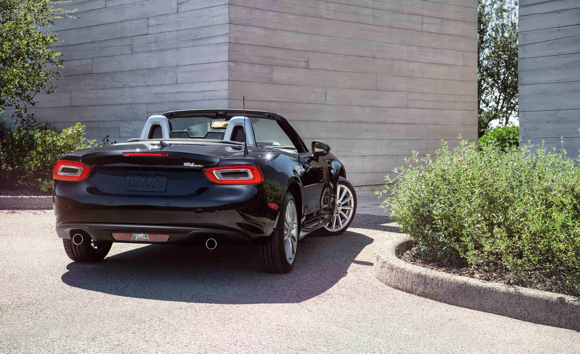 2017 Fiat 124 Spider Convertible Rear Exterior (Photo 7 of 23)