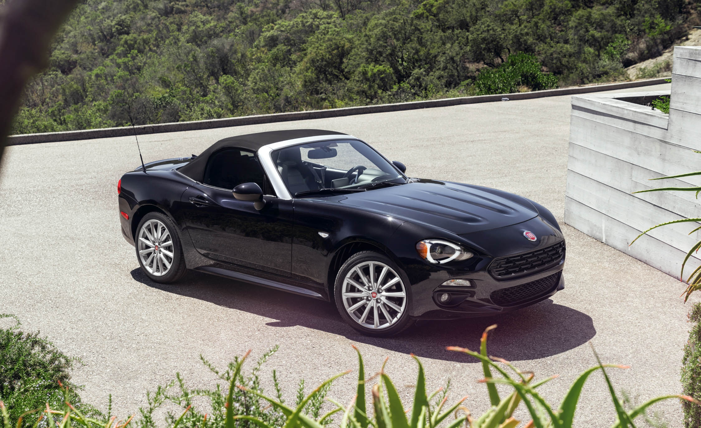 Featured Image of 2017 Fiat 124 Spider
