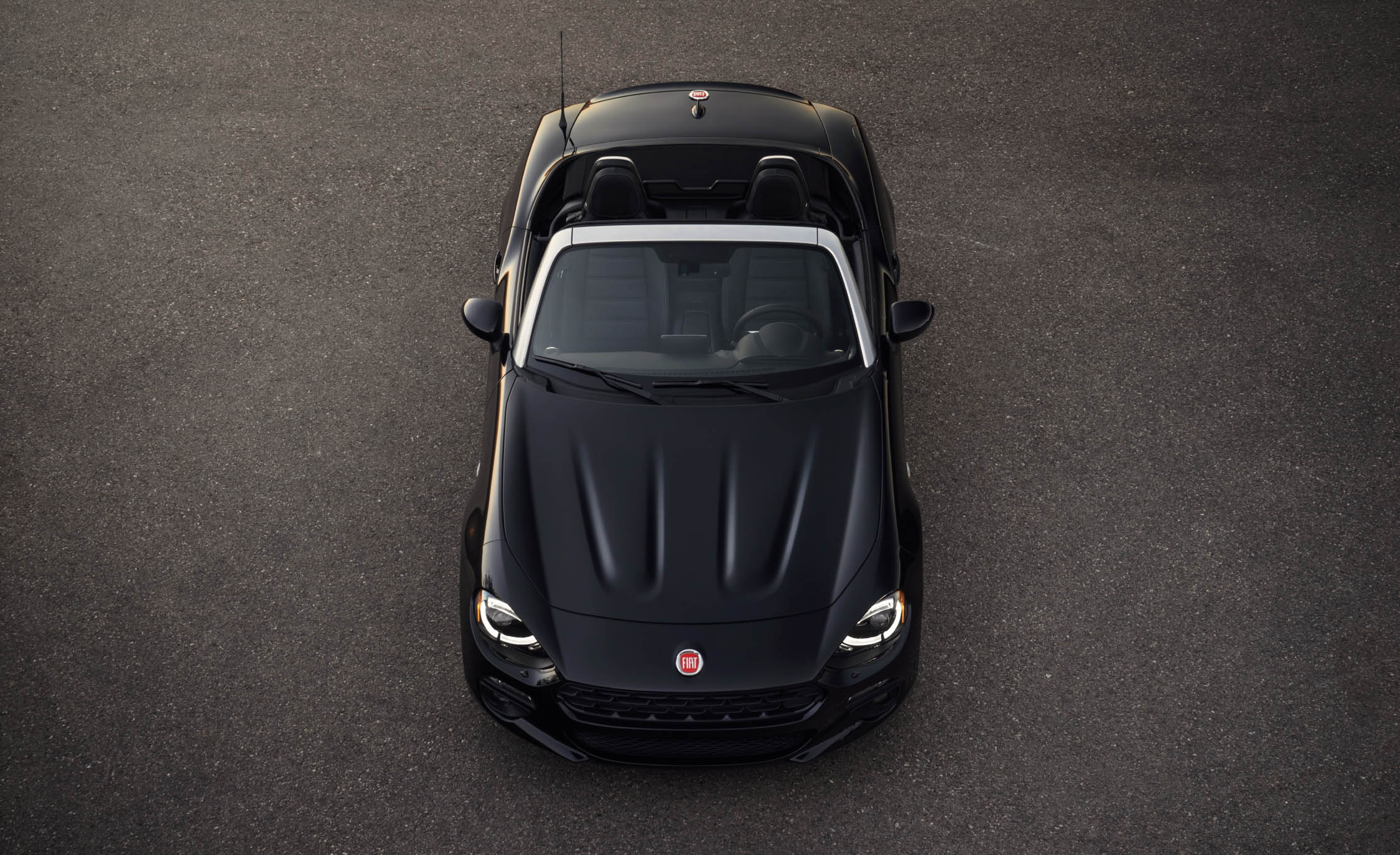 2017 Fiat 124 Spider Front Top View (Photo 12 of 23)