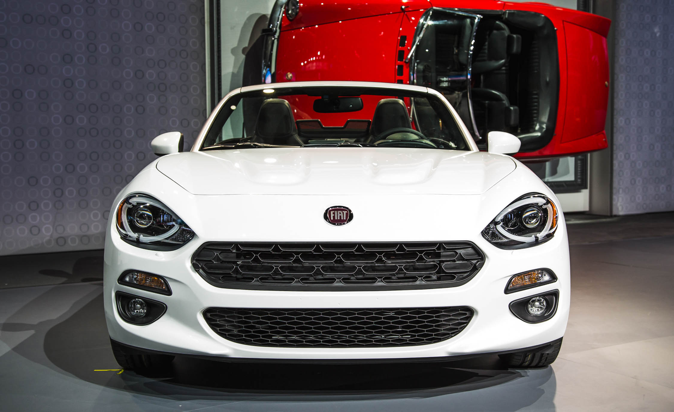 2017 Fiat 124 Spider White Front End Exterior (Photo 22 of 23)