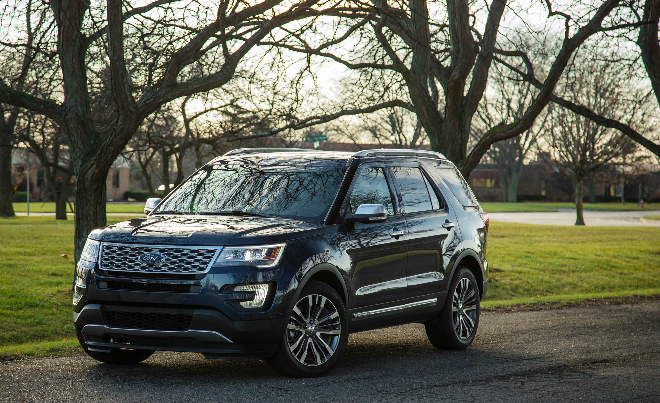 2017 Ford Explorer Platinum (Photo 1 of 20)