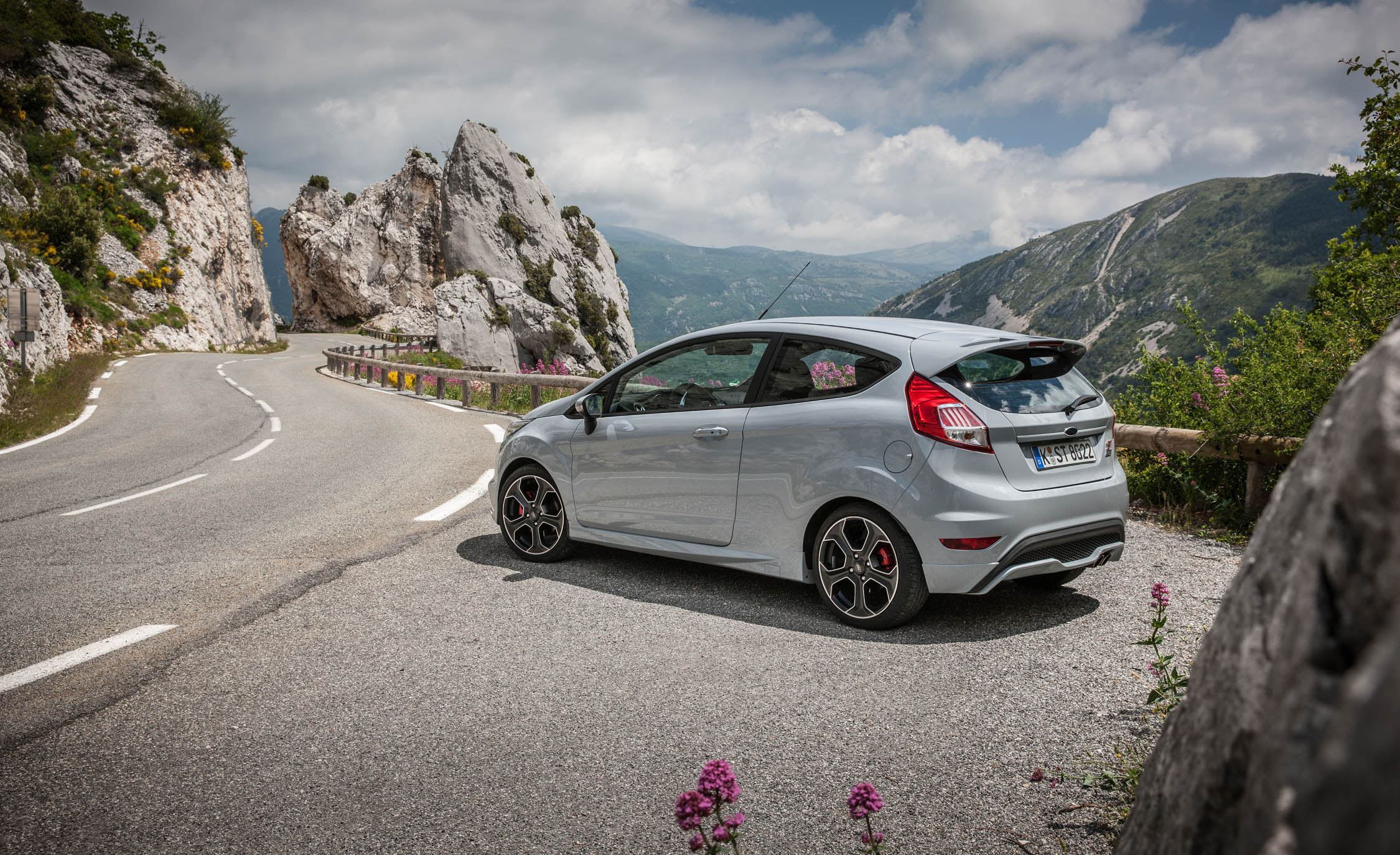 2017 Ford Fiesta ST (Photo 16 of 25)