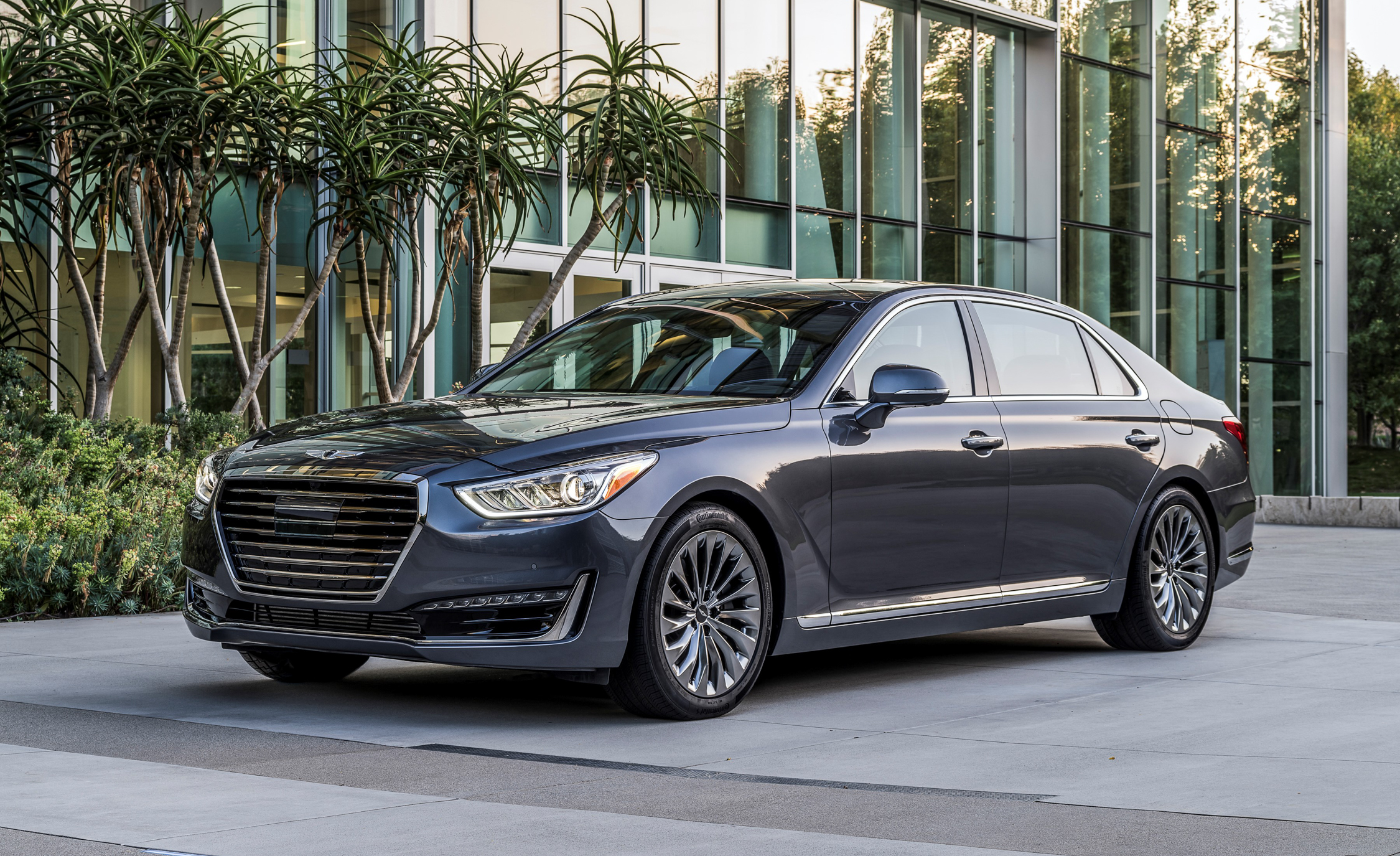 2017 Genesis G90 Preview (Photo 14 of 19)