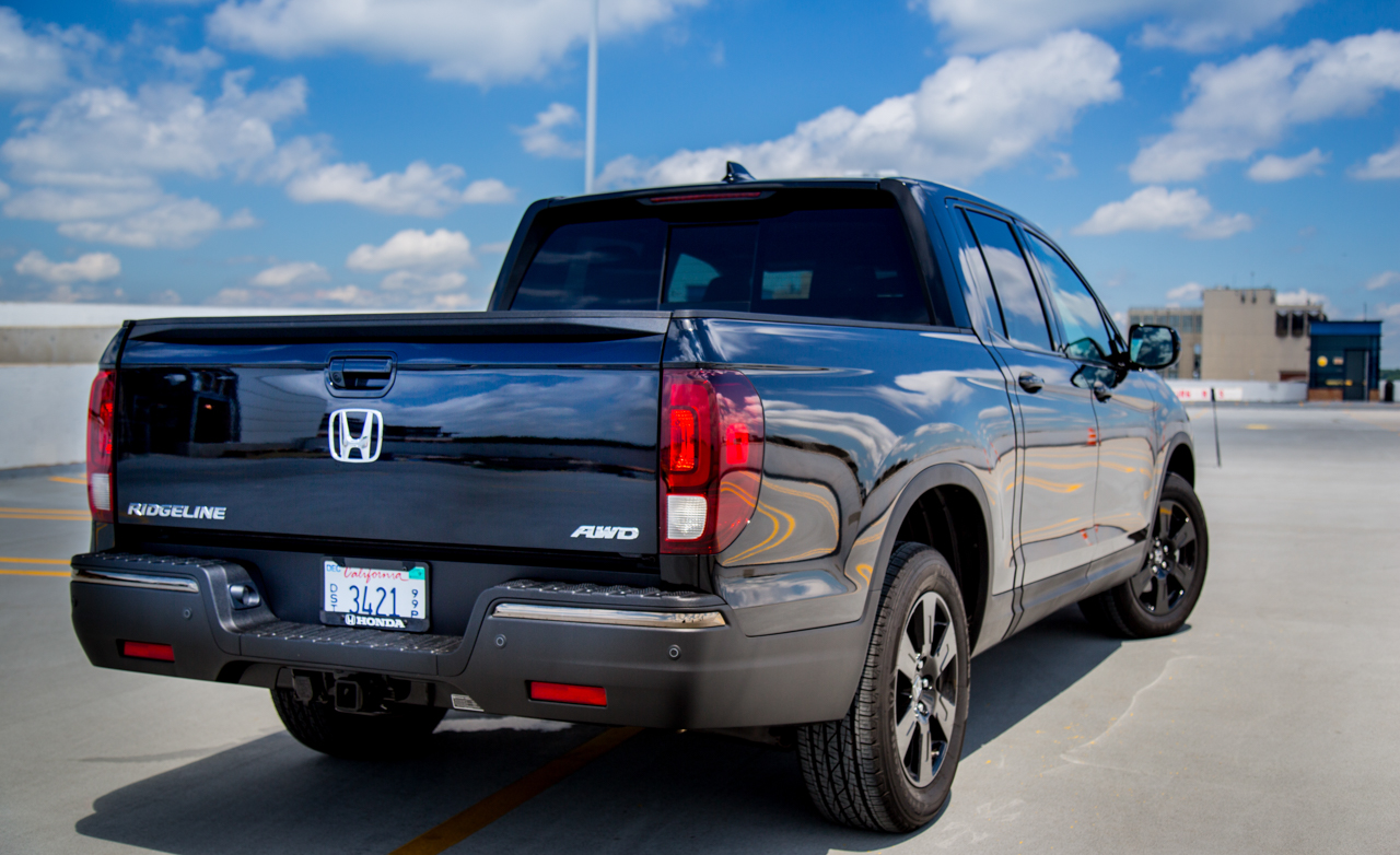 2017 Honda Ridgeline Black Edition Exterior Rear And Side (Photo 6 of 20)