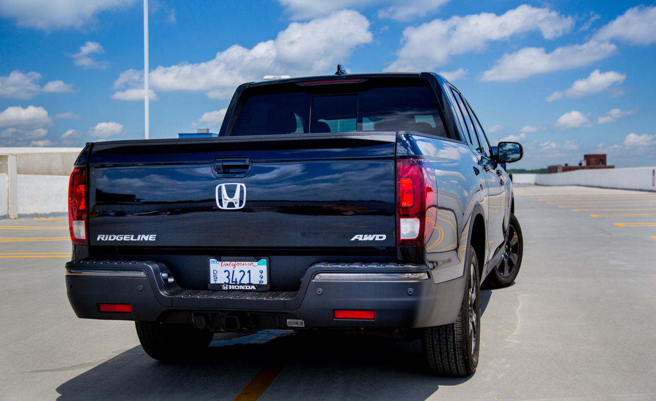 2017 Honda Ridgeline Black Edition Exterior Rear (Photo 5 of 20)