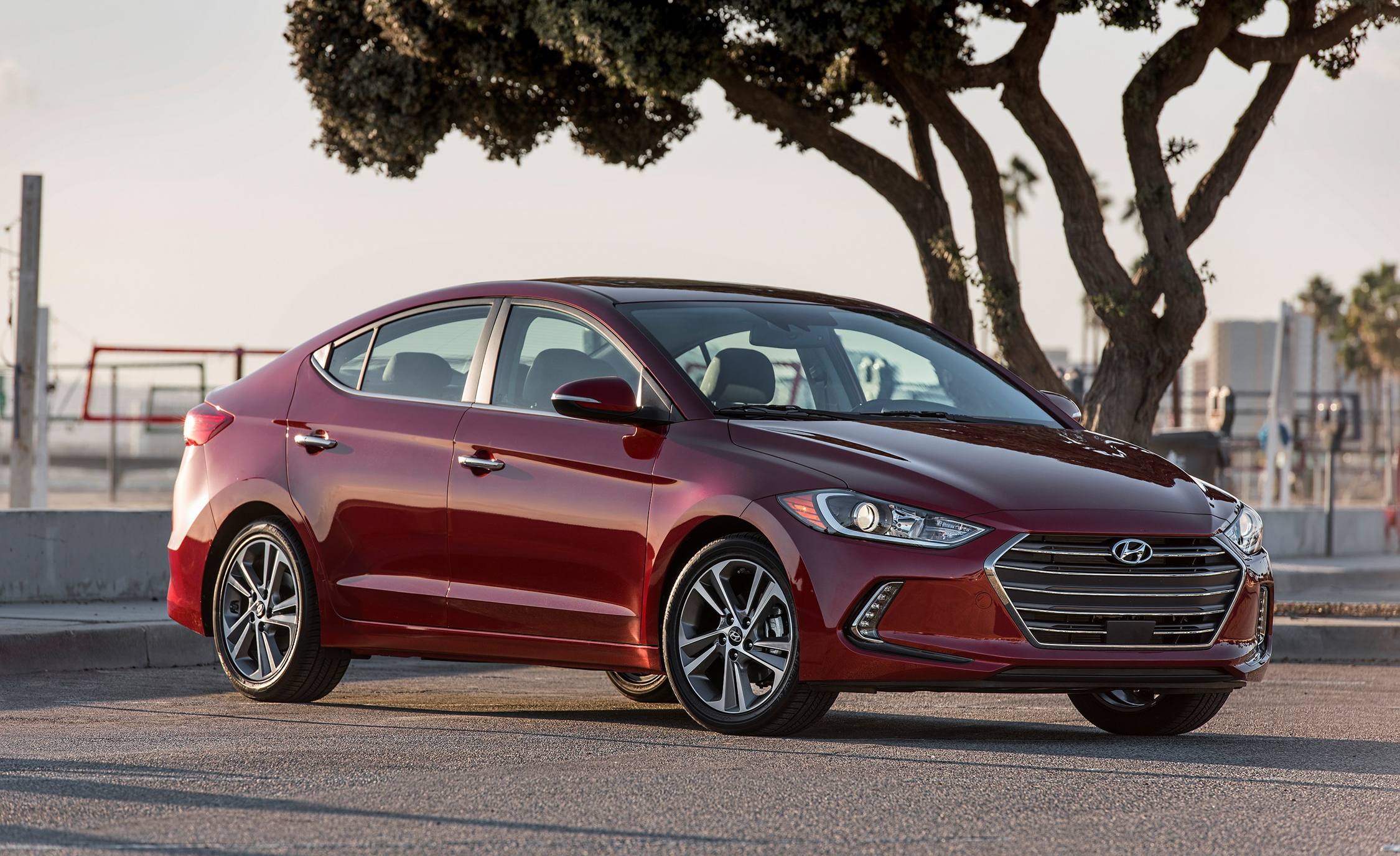2017 Hyundai Elantra Limited (Photo 5 of 17)