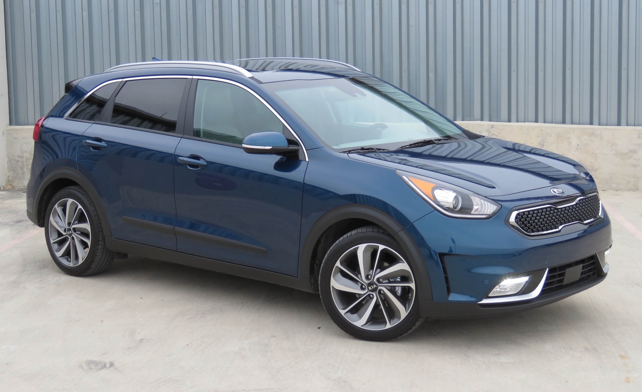 Featured Image of 2017 Kia Niro
