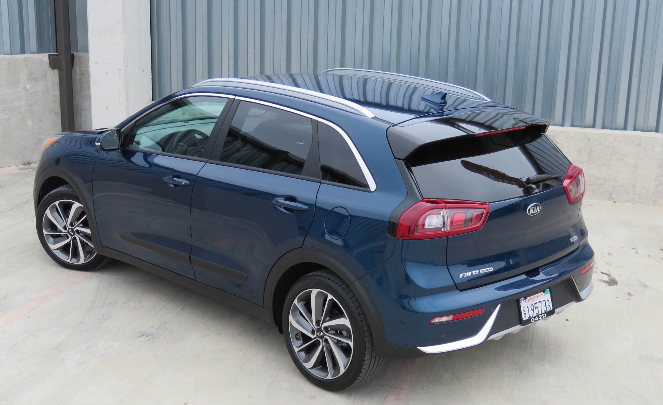 2017 Kia Niro (Photo 8 of 25)