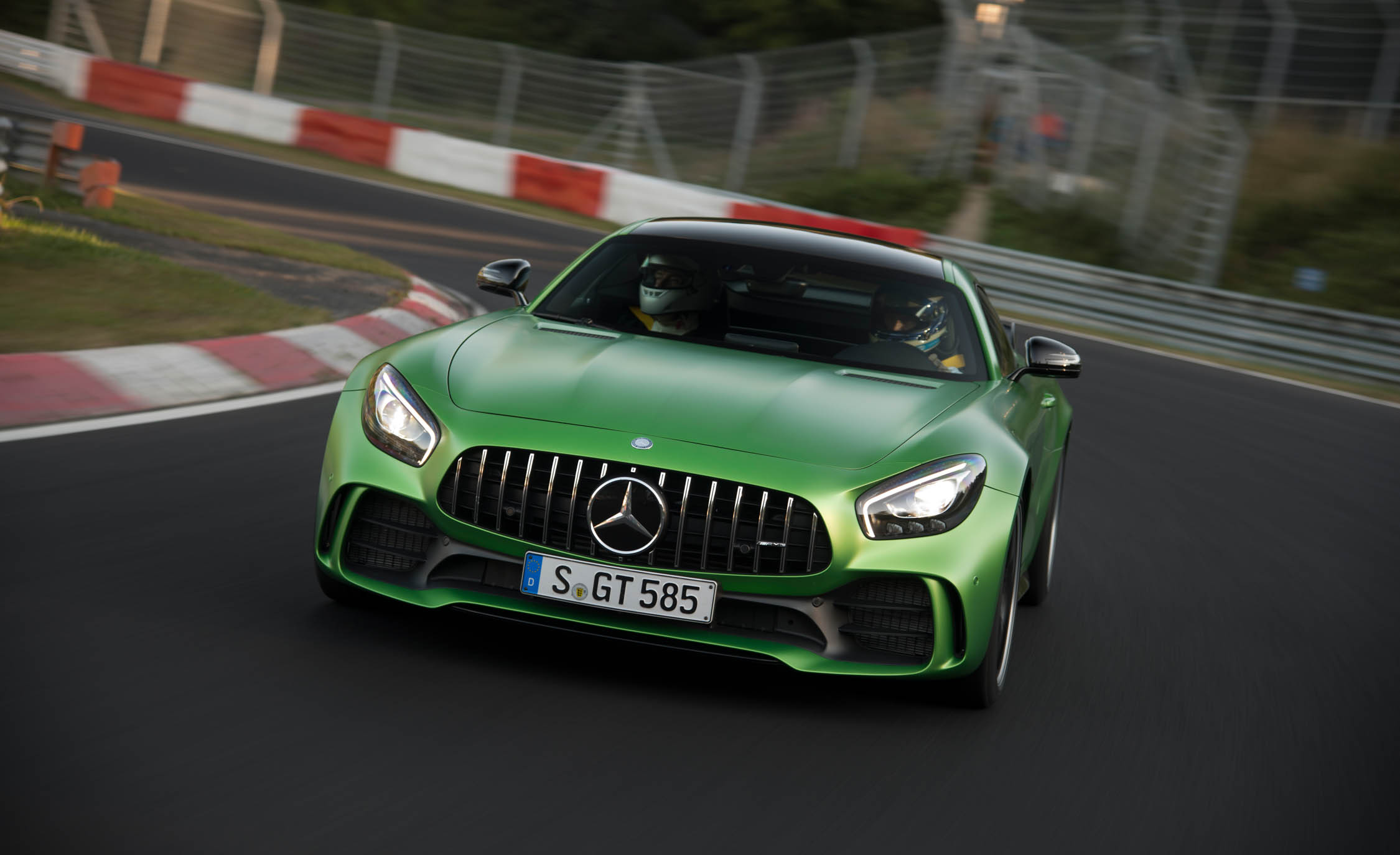 2017 Mercedes Amg Gt R Curcuit Test Front View (Photo 4 of 22)