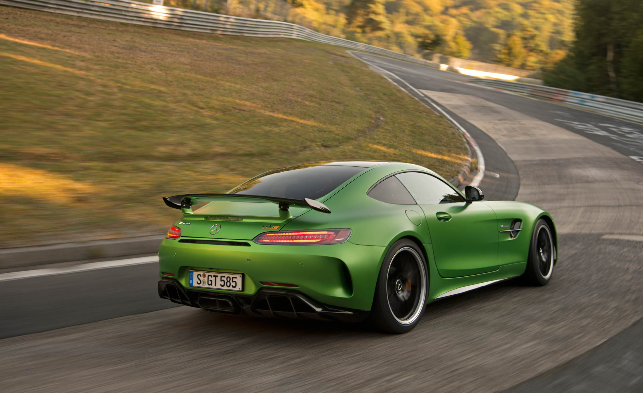 2017 Mercedes Amg Gt R Curcuit Test Rear Side Preview (Photo 7 of 22)