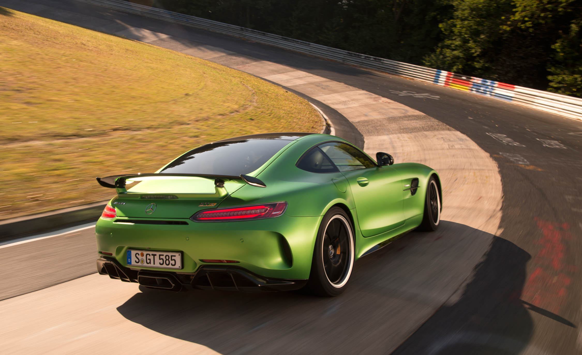 2017 Mercedes Amg Gt R Curcuit Test Rear Side View (Photo 8 of 22)
