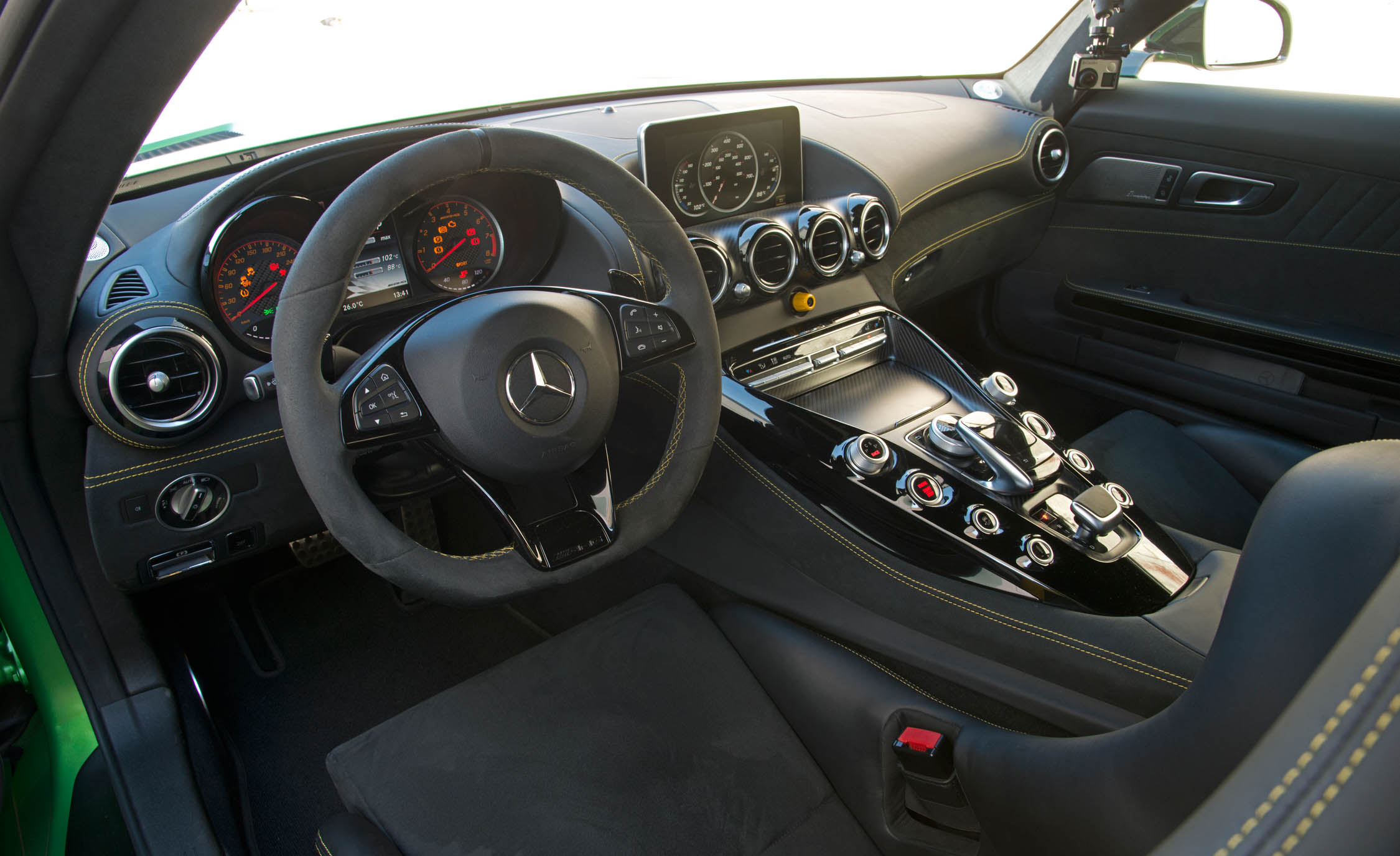 2017 Mercedes Amg Gt R Interior Dashboard And Cockpit (View 3 of 22)