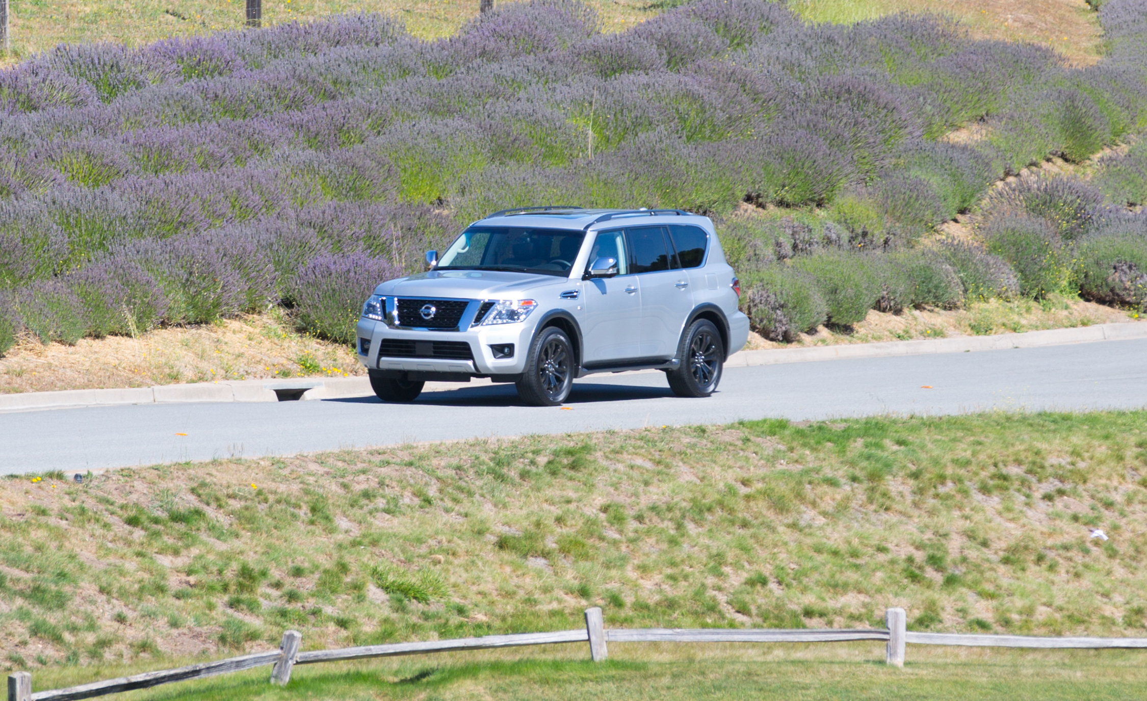 2017 Nissan Armada (View 24 of 27)