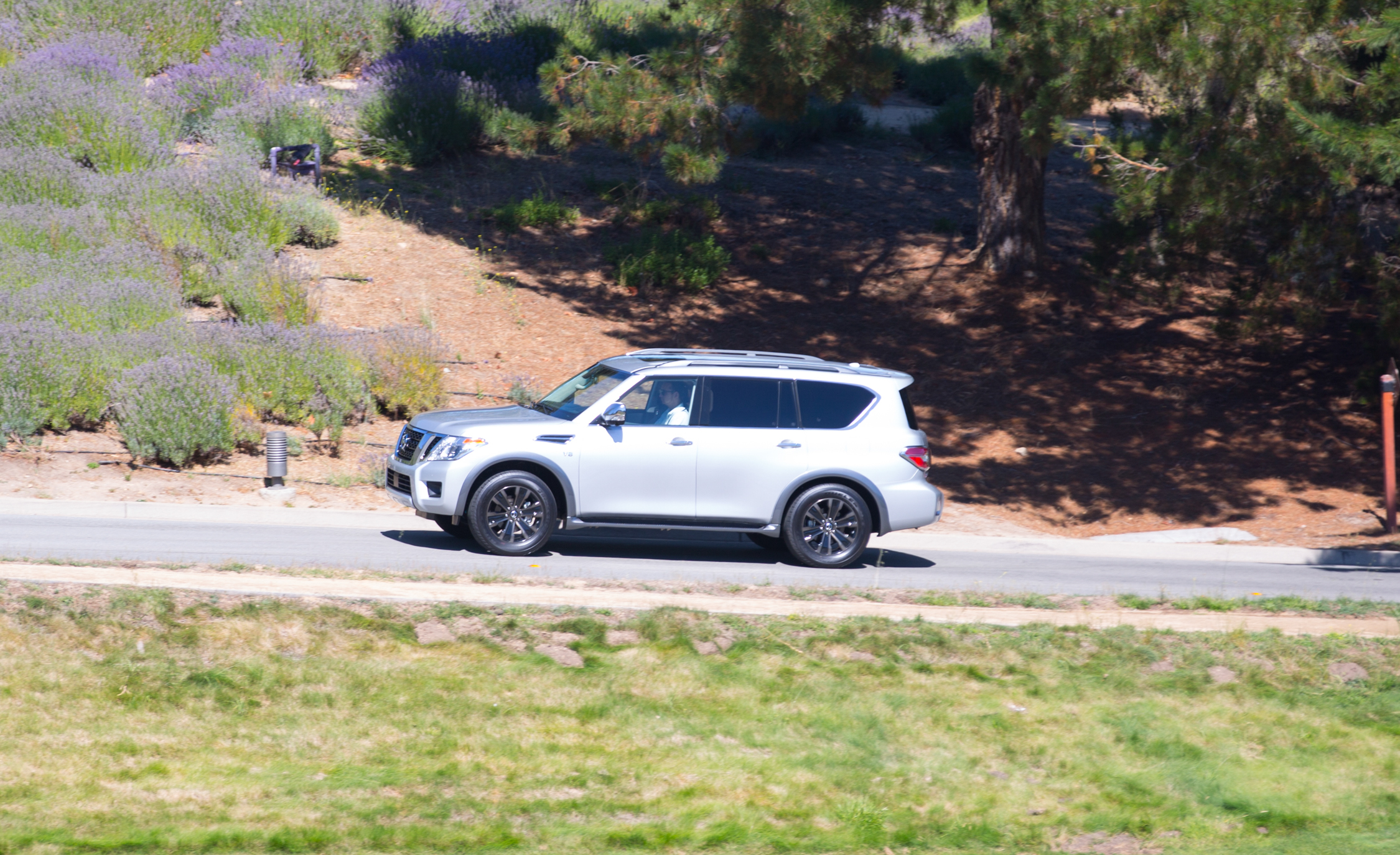 2017 Nissan Armada (View 25 of 27)