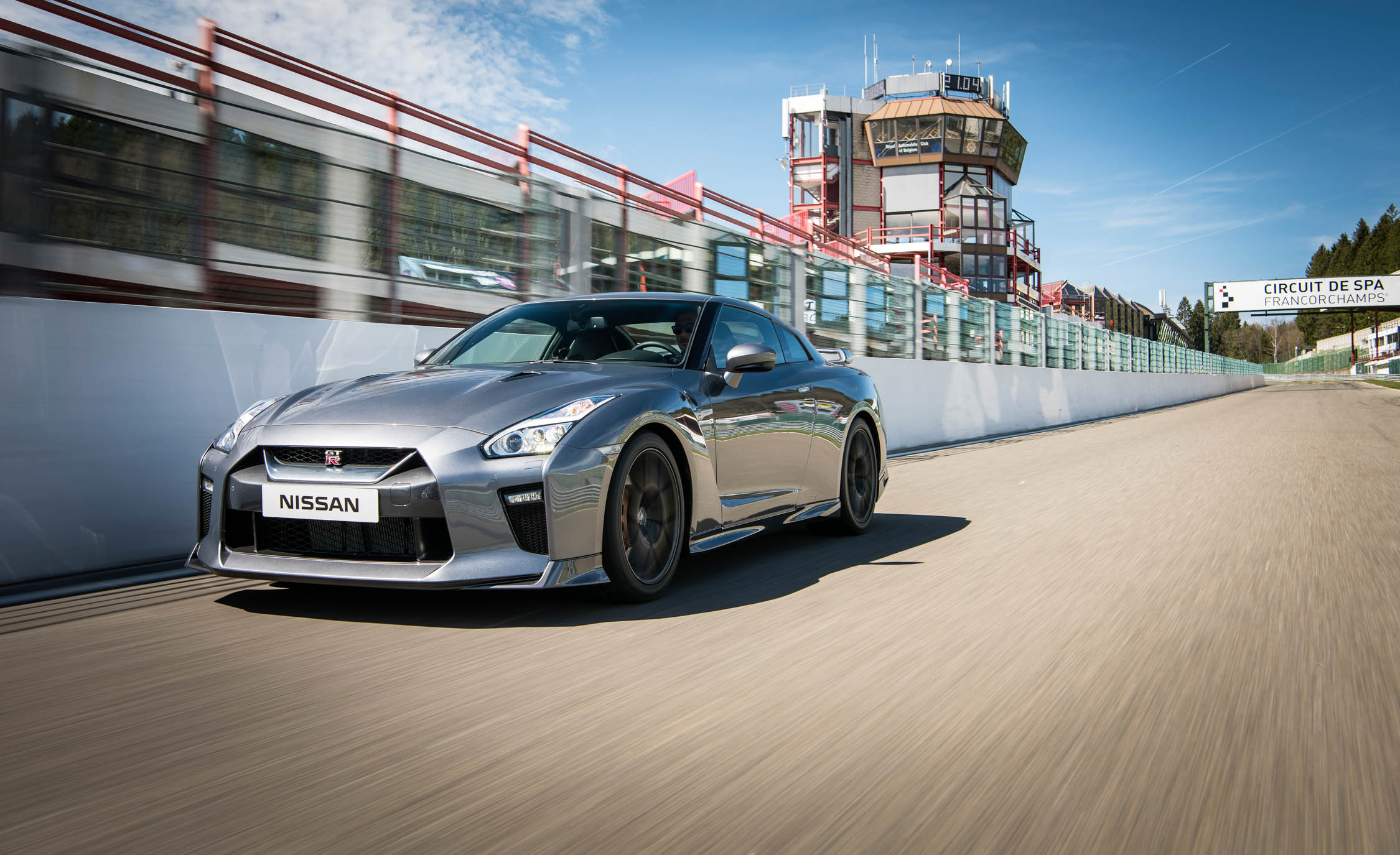 2017 Nissan GT R (Photo 6 of 17)
