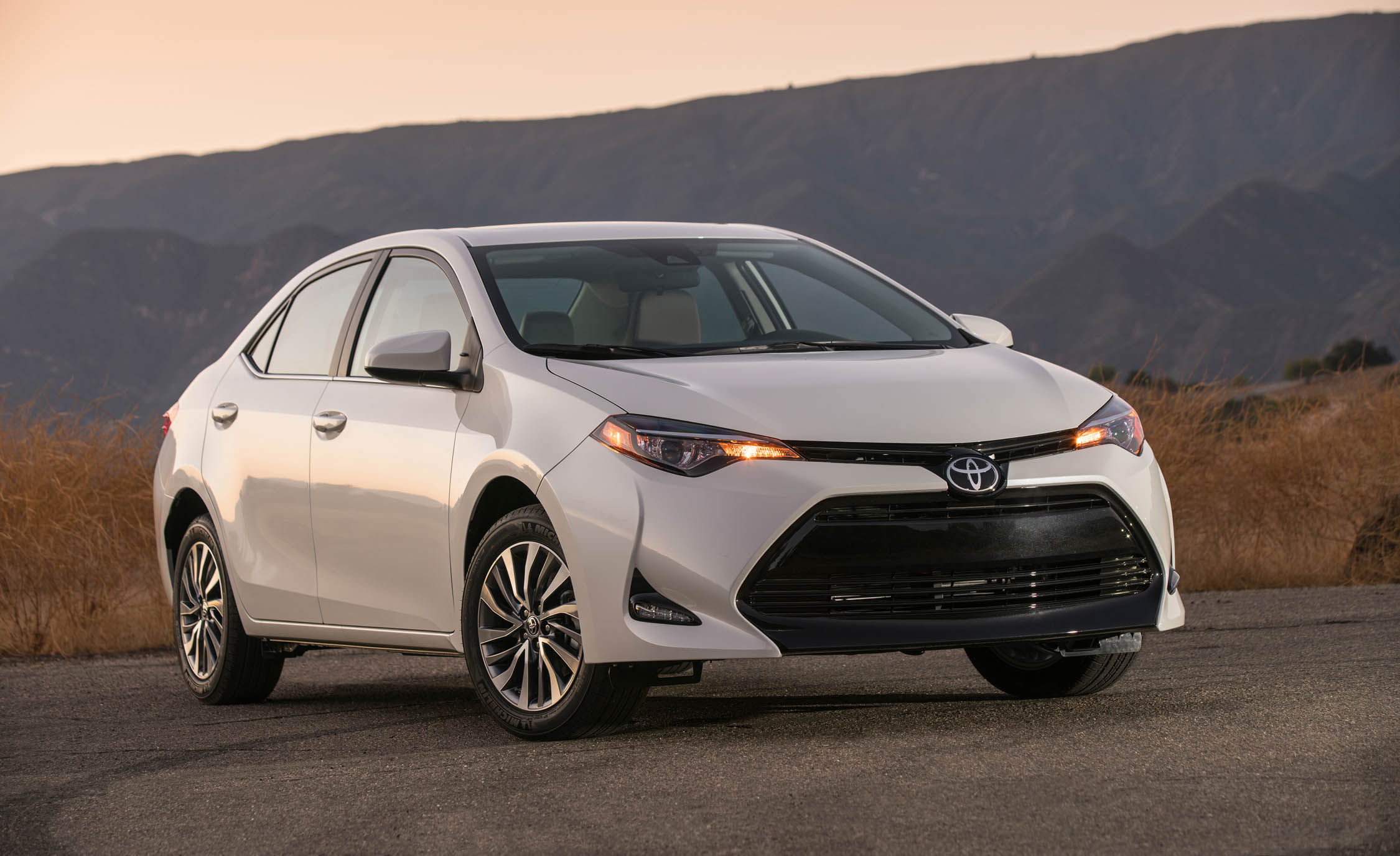 2017 Toyota Corolla LE Eco (View 7 of 75)